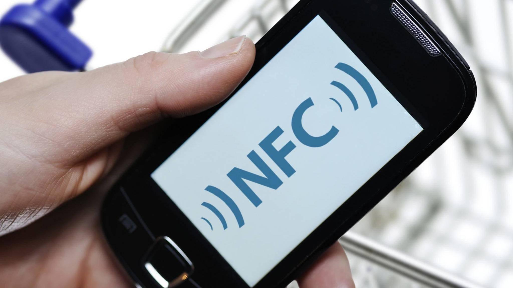 Dank NFC lassen sich mit dem Smartphone Kontakte teilen.