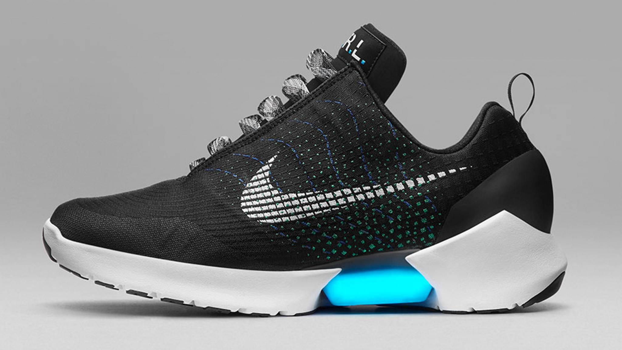 Start-up Mindtribe hat den Nike HyperAdapt auseinandergenommen und zeigt, was an smarter Technik drinsteckt.