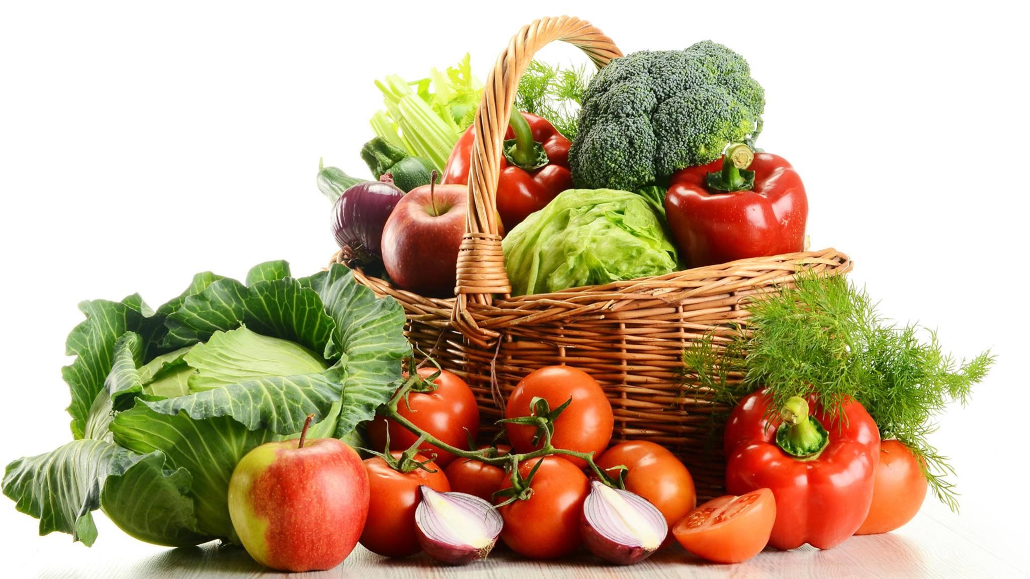 Ab März kommt mit verschiedenen heimischen Obst- und Gemüsesorten endlich wieder Farbe auf den Tisch.
