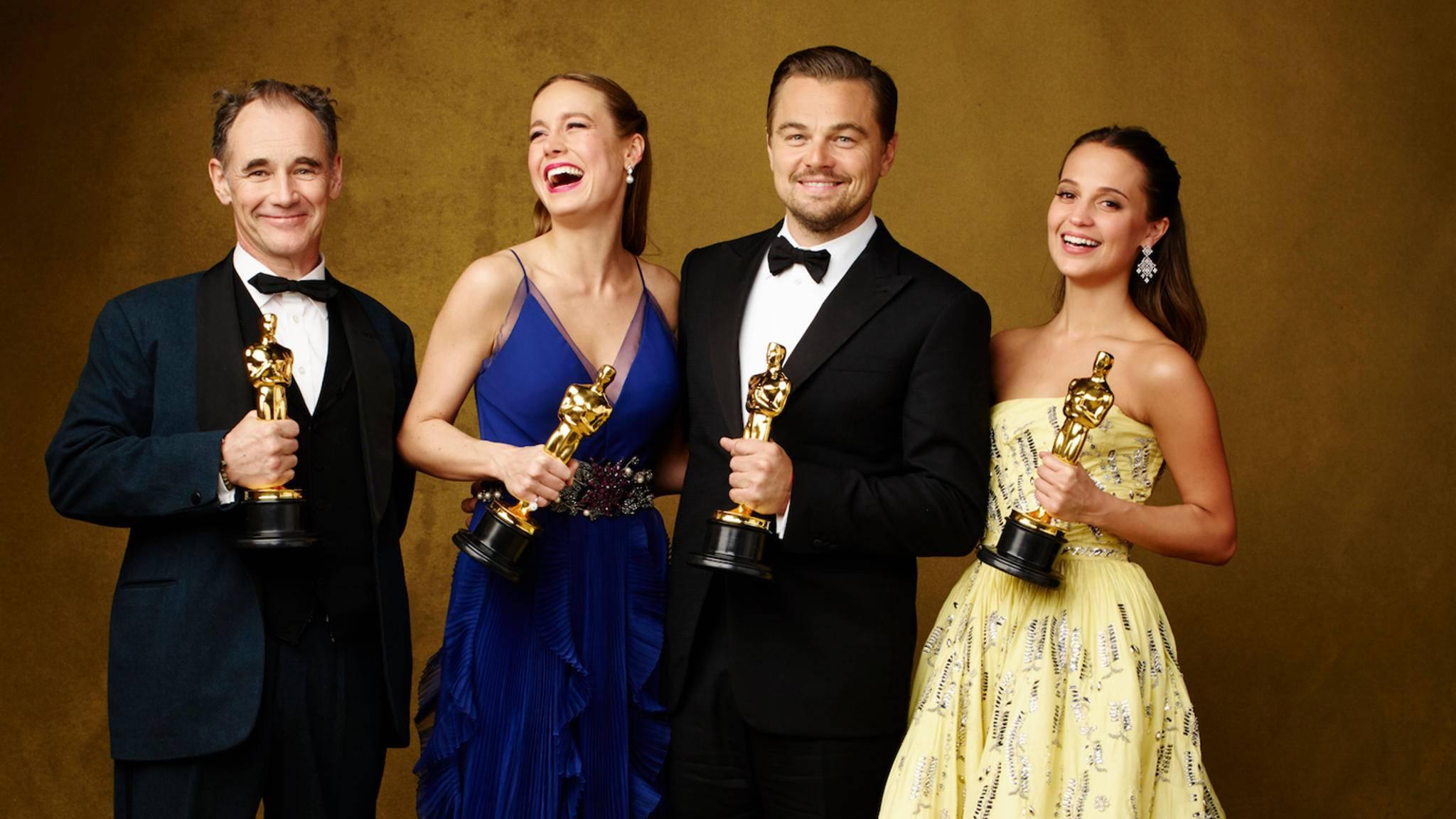 Die Gewinner des Vorjahres werden bei den Oscars 2017 die Trophäen an ihre Nachfolger überreichen.