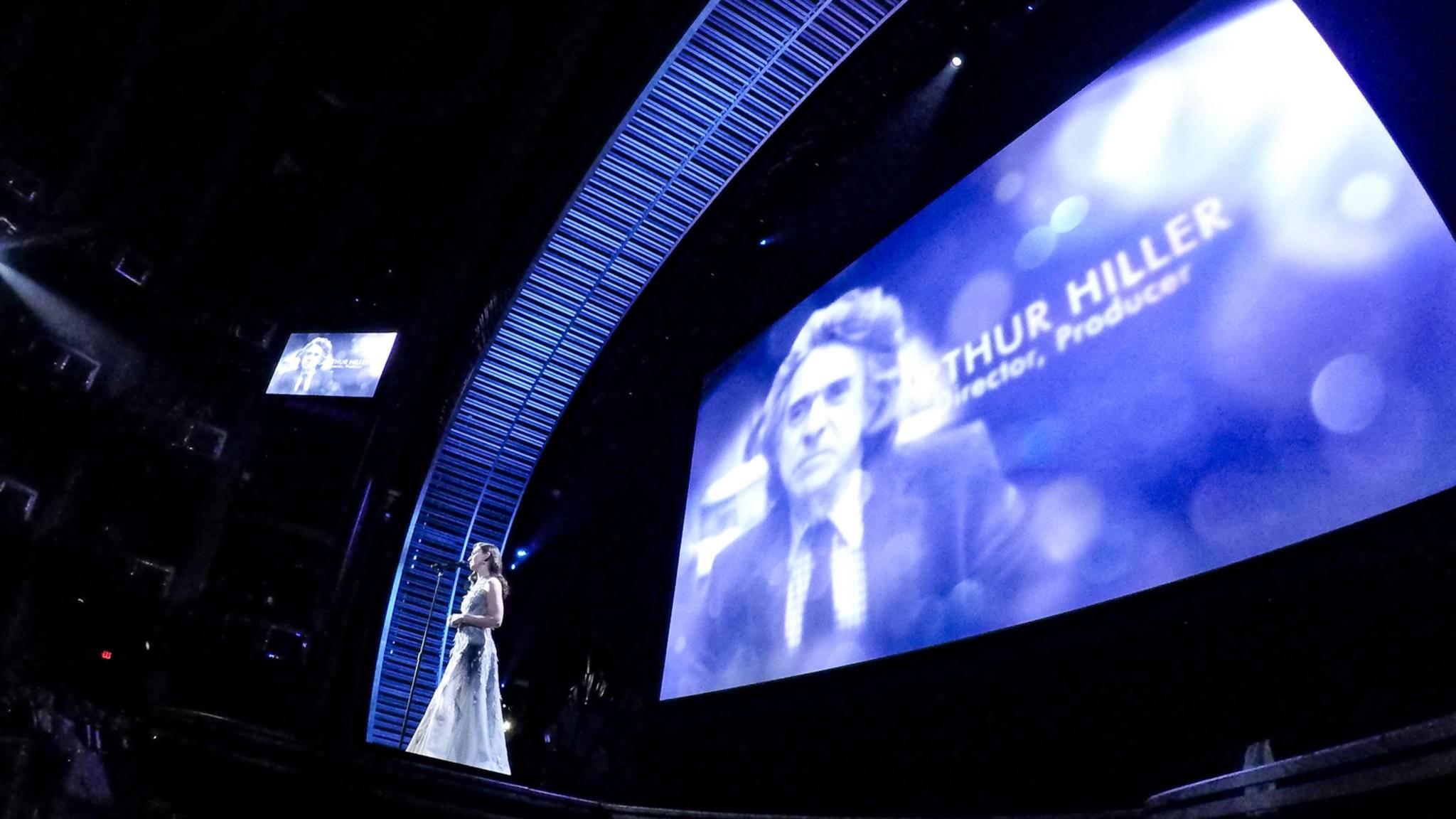 """Sara Bareilles unterstützte die """"In Memoriam""""-Bilder mit einer bewegenden Ballade."""