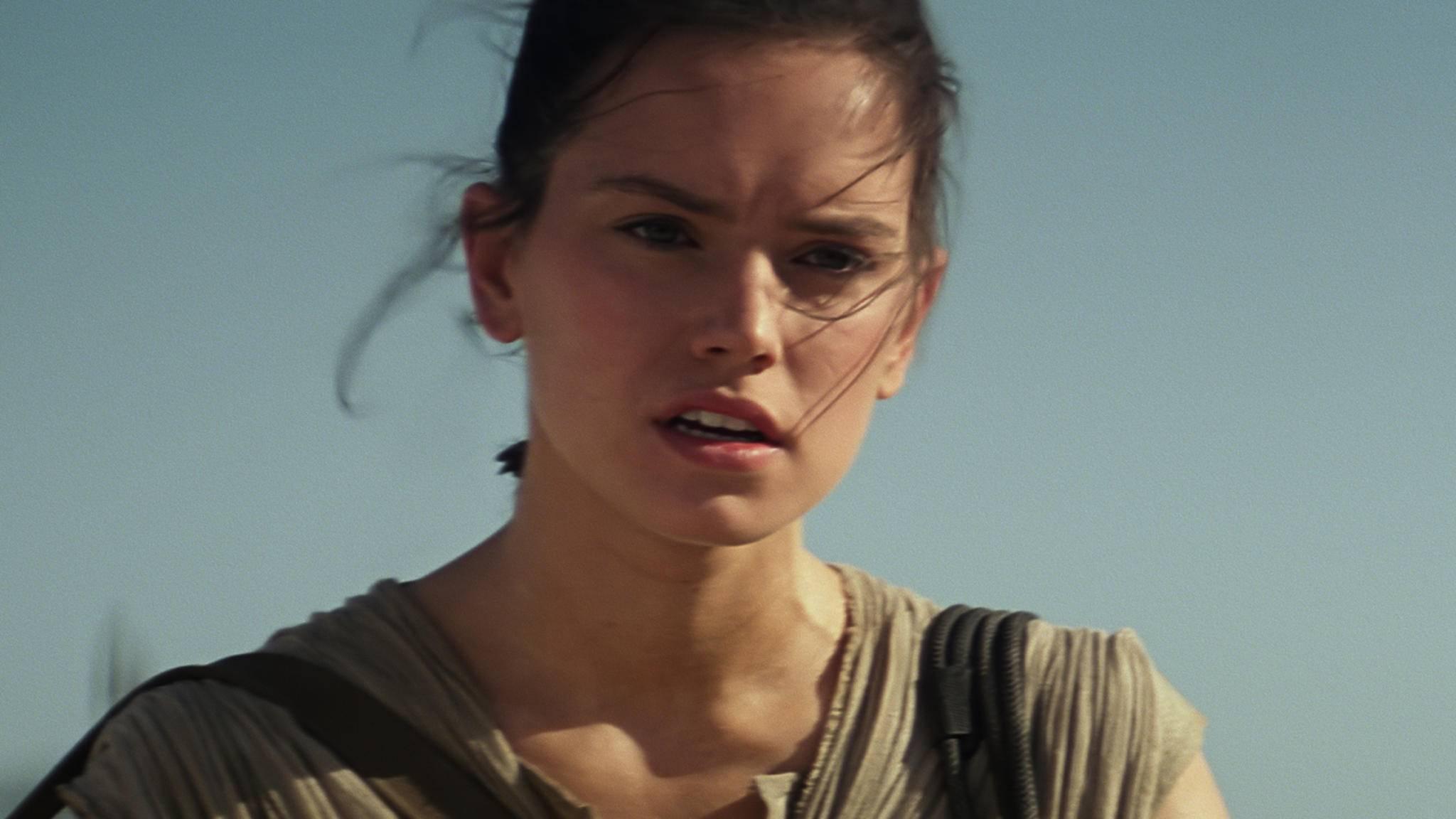 """Da staunt auch Rey (Daisy Ridley) nicht schlecht: """"Star Wars: Die letzten Jedi"""" wurde zum besten Science-Fiction/Fantasyfilm 2017 erkoren!"""