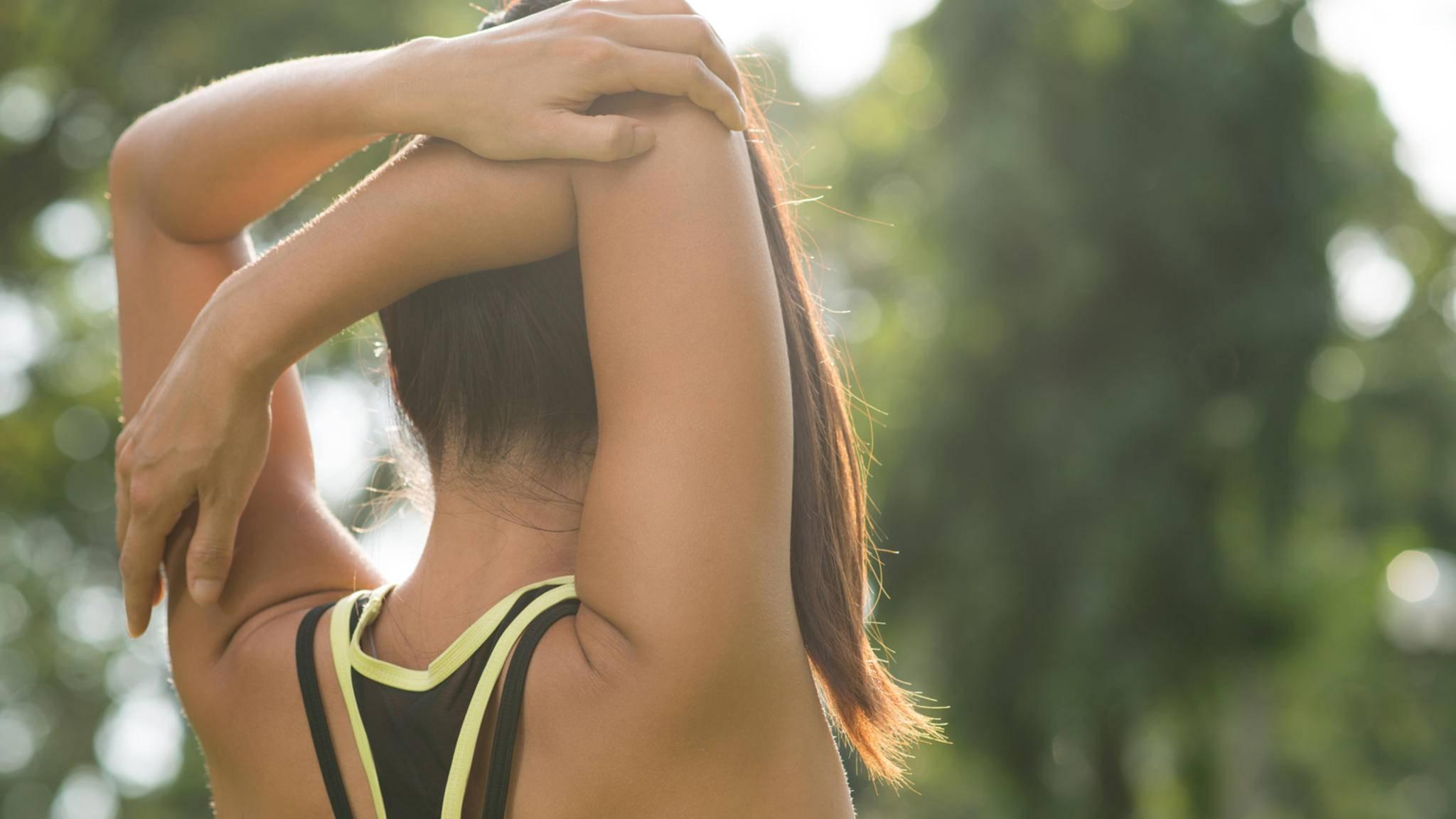 Um das empfindliche Schultergelenk zu schützen, sollten die Schultern regelmäßig trainiert werden.