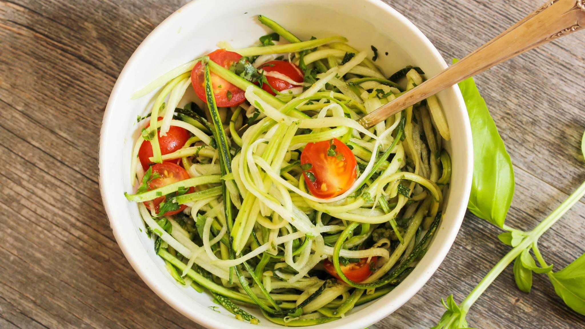 Gemüsenudeln herstellen? Mit einem Spiralschneider geht das im Handumdrehen.