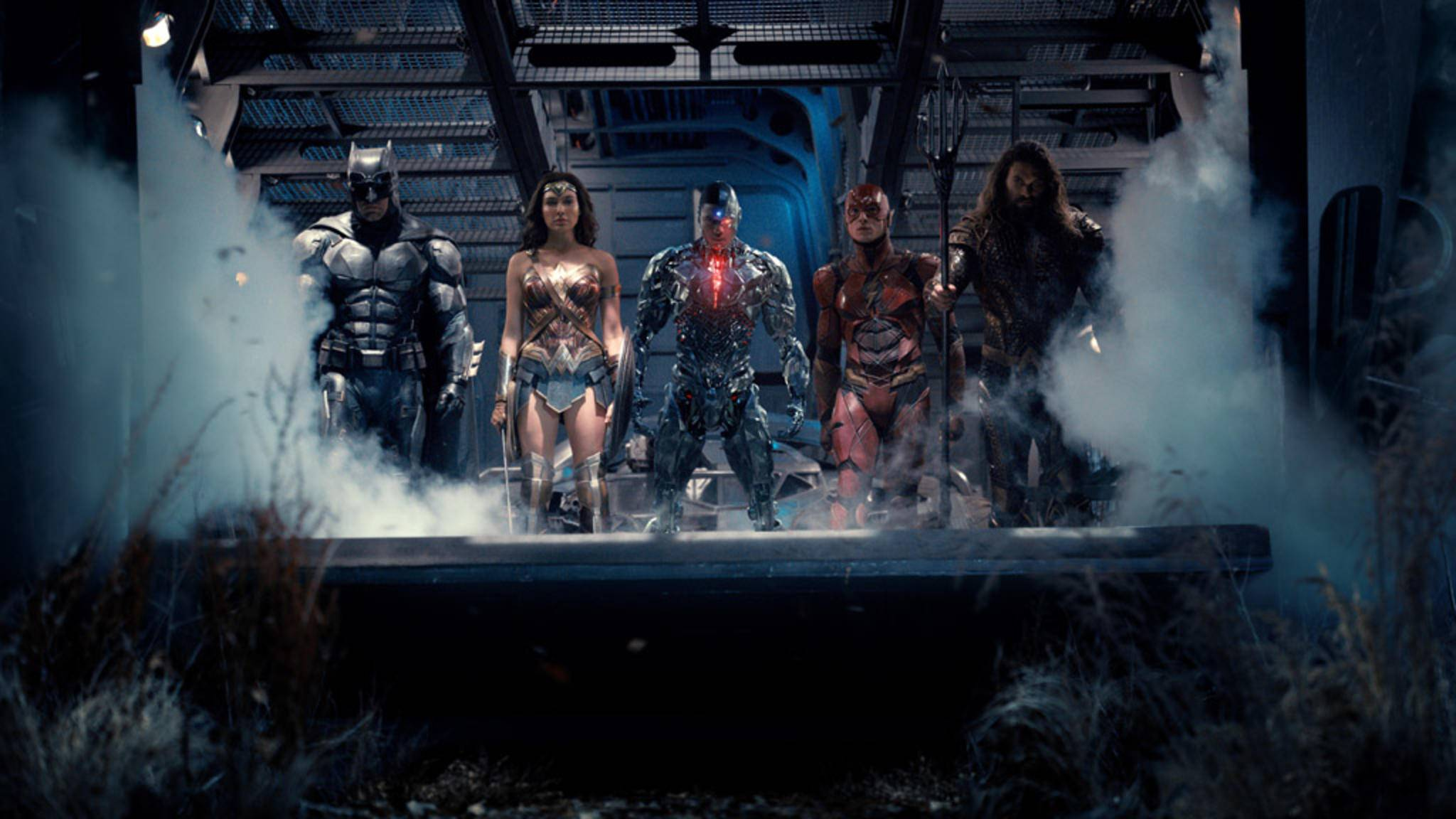 Batman, Wonder Woman, Cyborg, The Flash und Aquaman (v. l.) sind bereit.