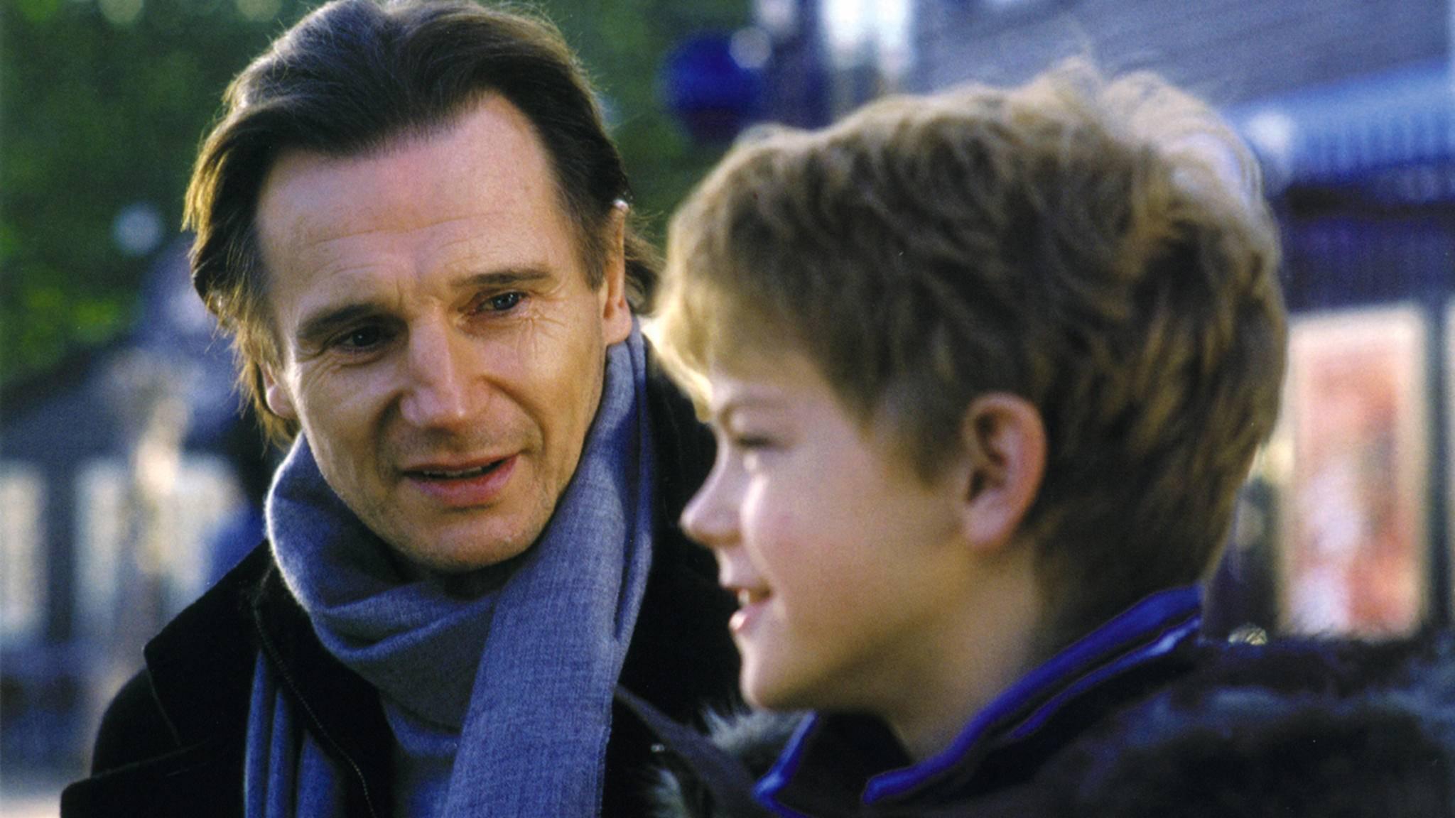 """Auch Liam Neeson nimmt im """"Tatsächlich... Liebe""""-Sequel seine Rolle wieder auf."""