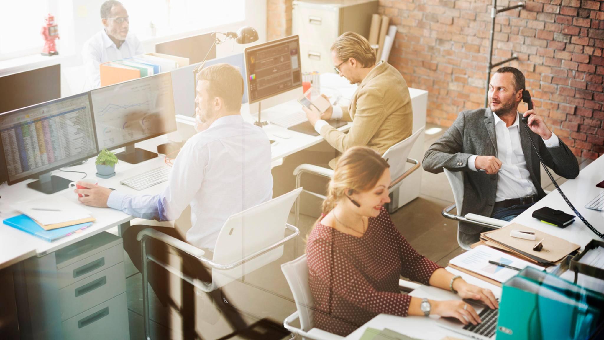 Mit fleißigen Nachbarn geht die Arbeit im Büro laut einer neuen Studie schneller voran.