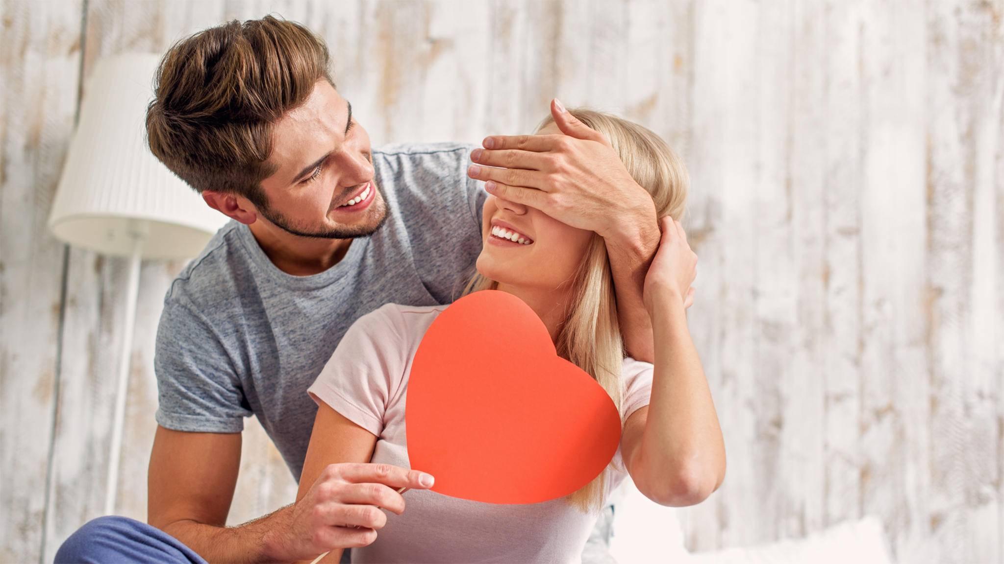 Zum Valentinstag freut sich der oder die Liebste besonders über selbst gebastelte Geschenke.