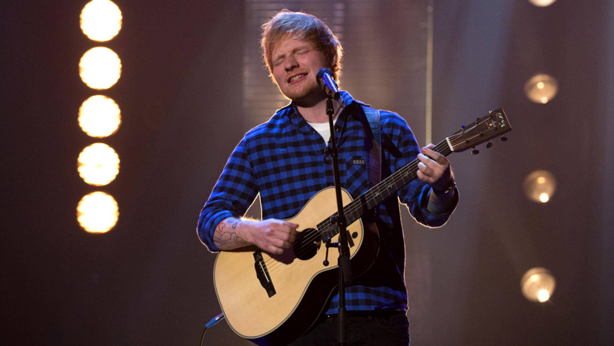 """Ed Sheeran bringt in Staffel 7 von """"Game of Thrones"""" etwas Musik ins triste Westeros."""