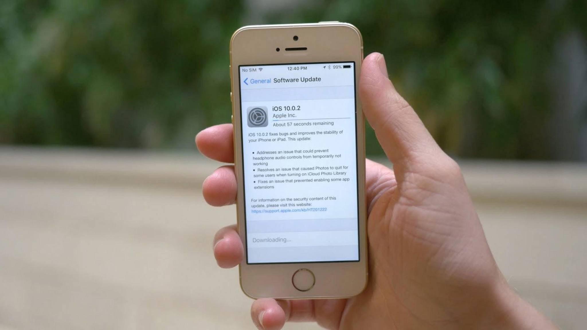 Wenn ein Update für Dein Smartphone verfügbar ist, solltest Du das Gerät auch aktualisieren.
