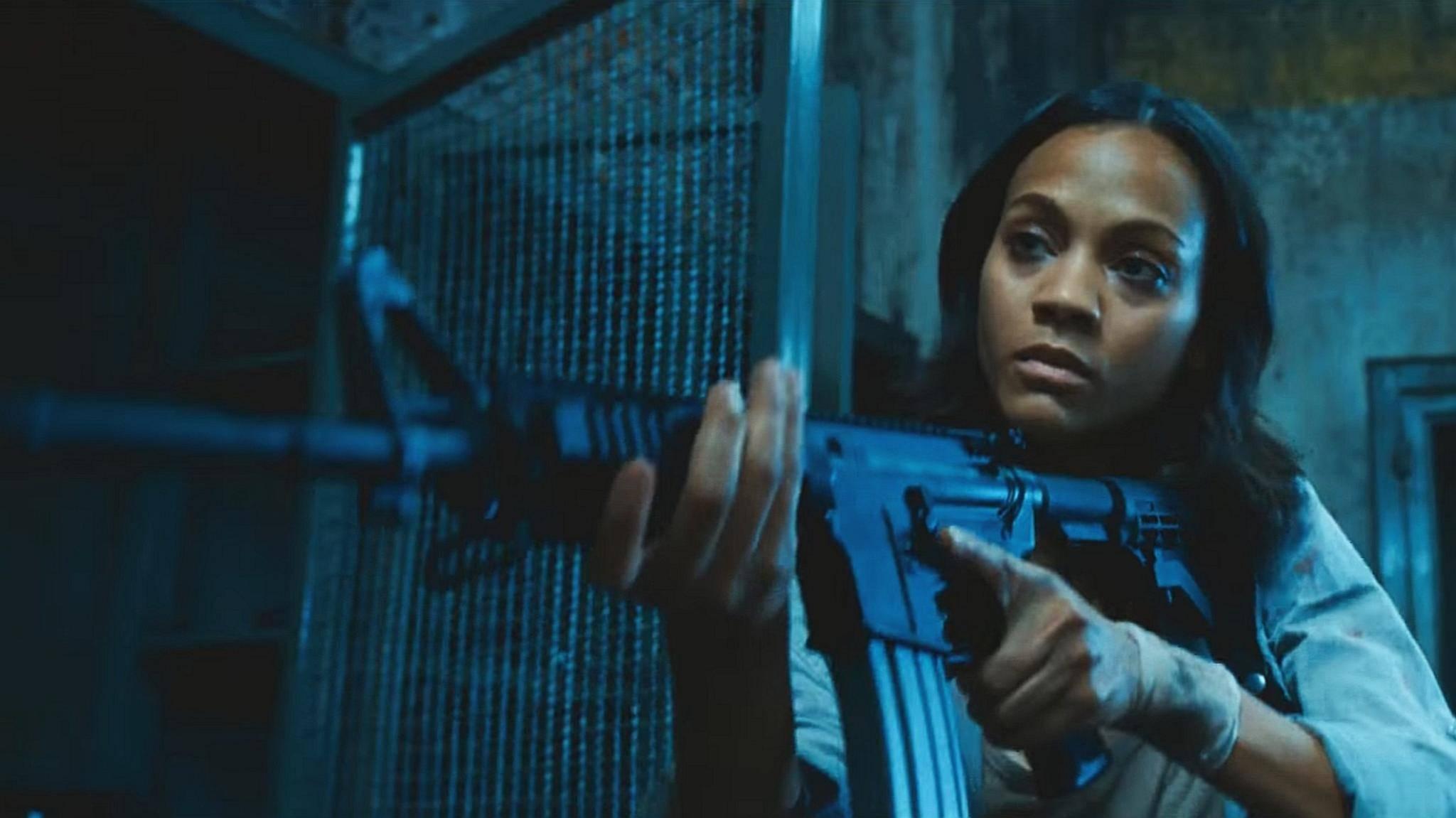 """Hände hoch! Bereits im Luc-Besson-Thriller """"Colombiana"""" (2011) überzeugte Zoe Saldana als Actionheldin."""