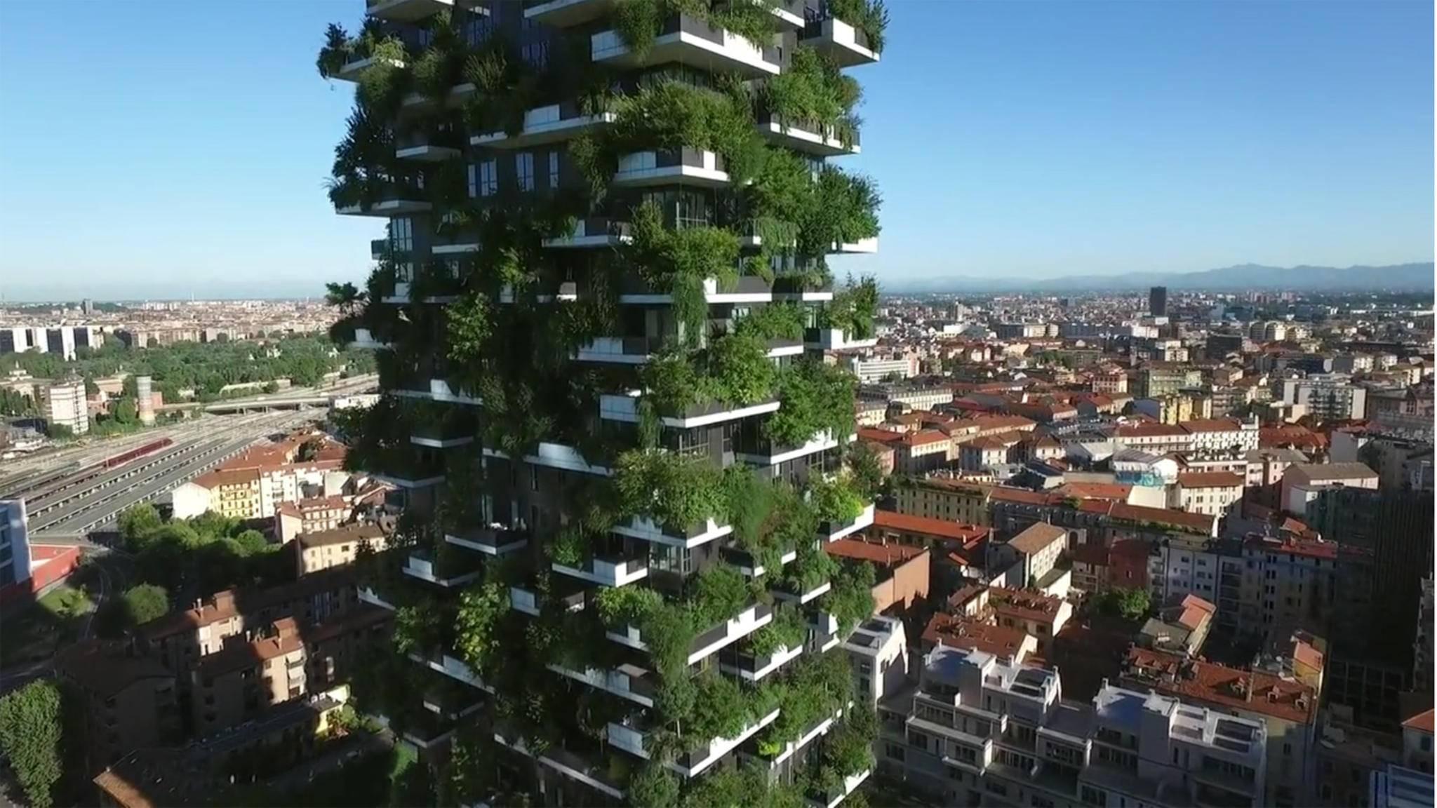 """In Mailand steht bereits seit 2014 einer von Stefano Boeris """"verticalen Wäldern""""."""