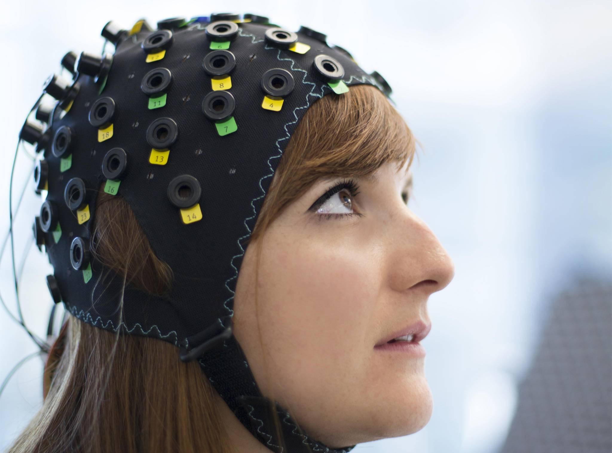 Diese Kappe erfasst Veränderungen des Blutdrucks in den verschiedenen Regionen des Gehirns.