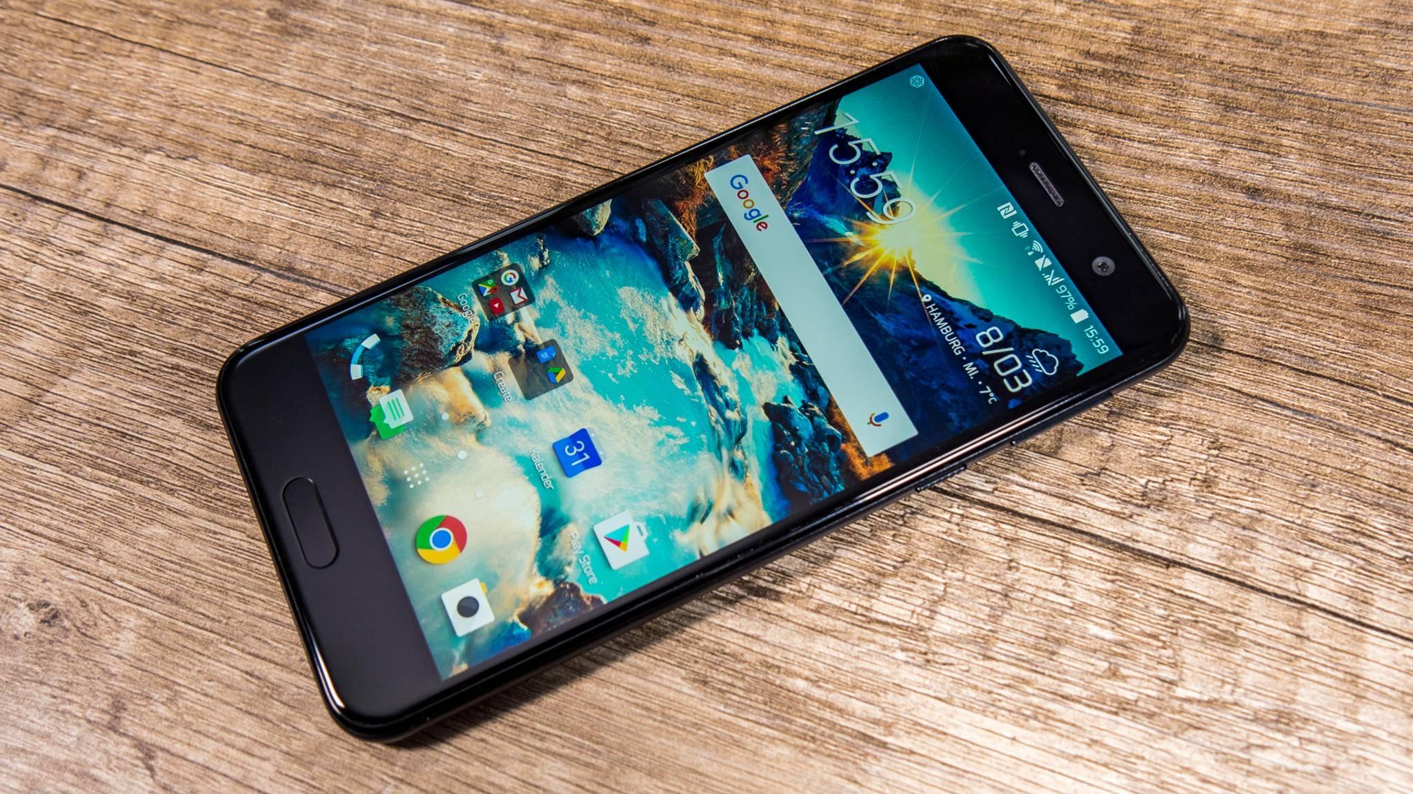 HTCs Mittelklasse-Smartphone HTC U Play besticht durch ein edles Äußeres – kann die Technik mithalten?