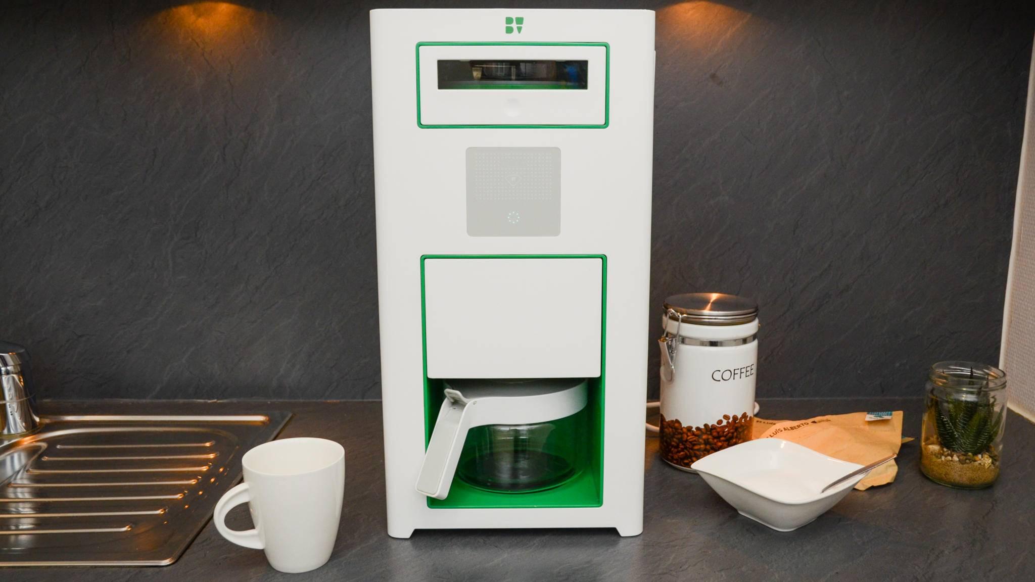 Die Kaffeemaschine passt trotz des ungewöhnlichen Designs gut in moderne Küchen.
