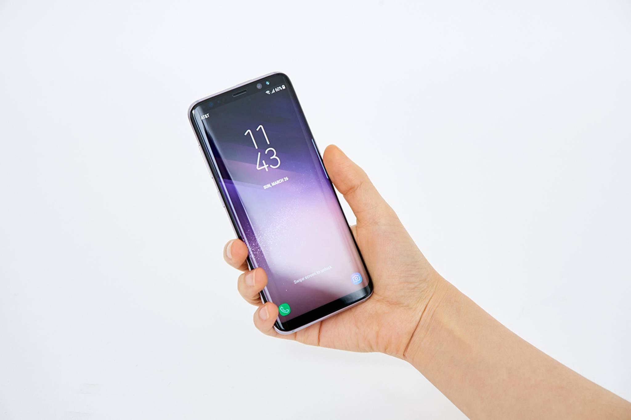 Das beinahe randlose Display des Galaxy S8 ist ein Hingucker.