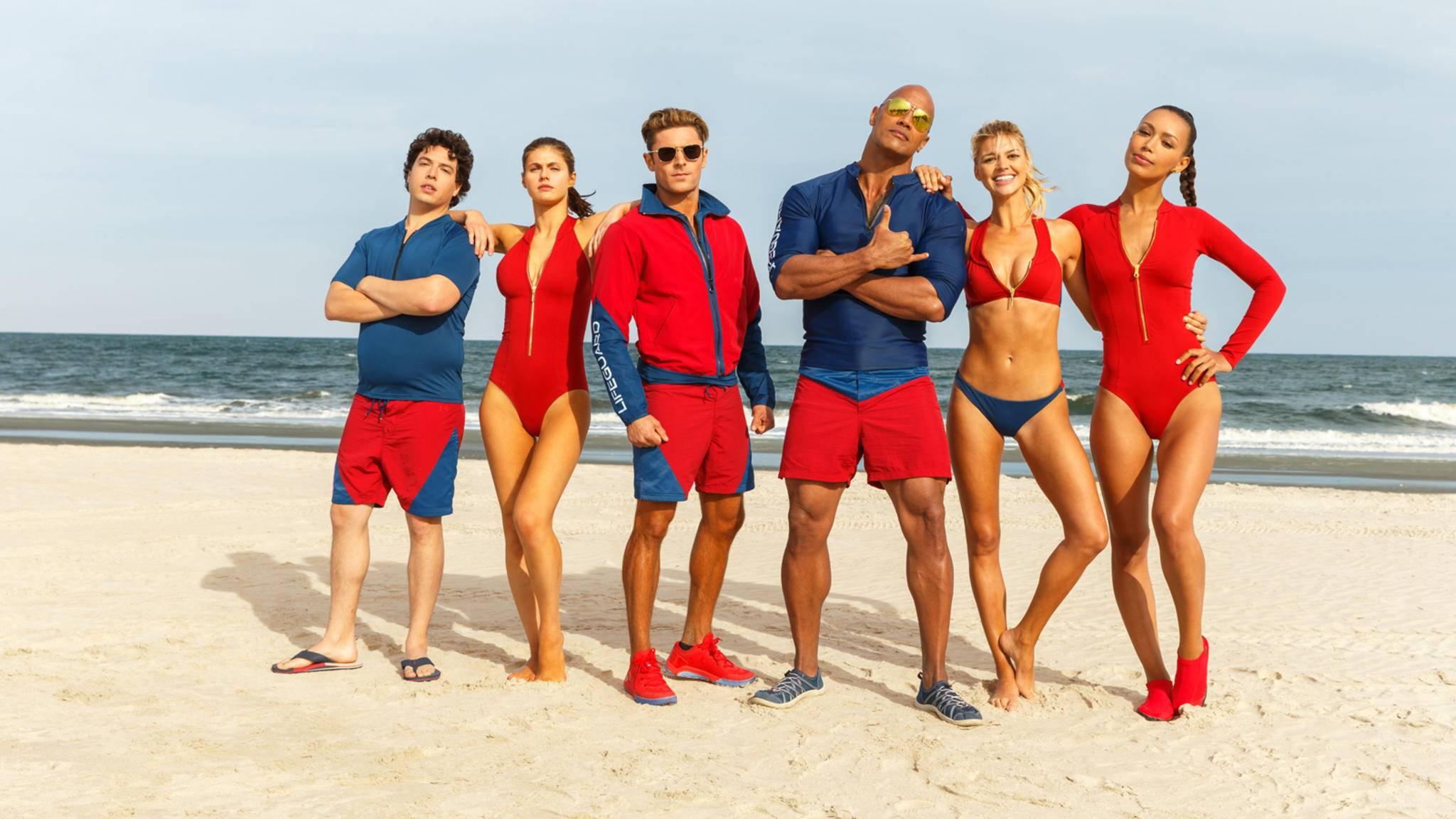 """Dwayne Johnson mit seiner neuen """"Baywatch""""-Crew."""