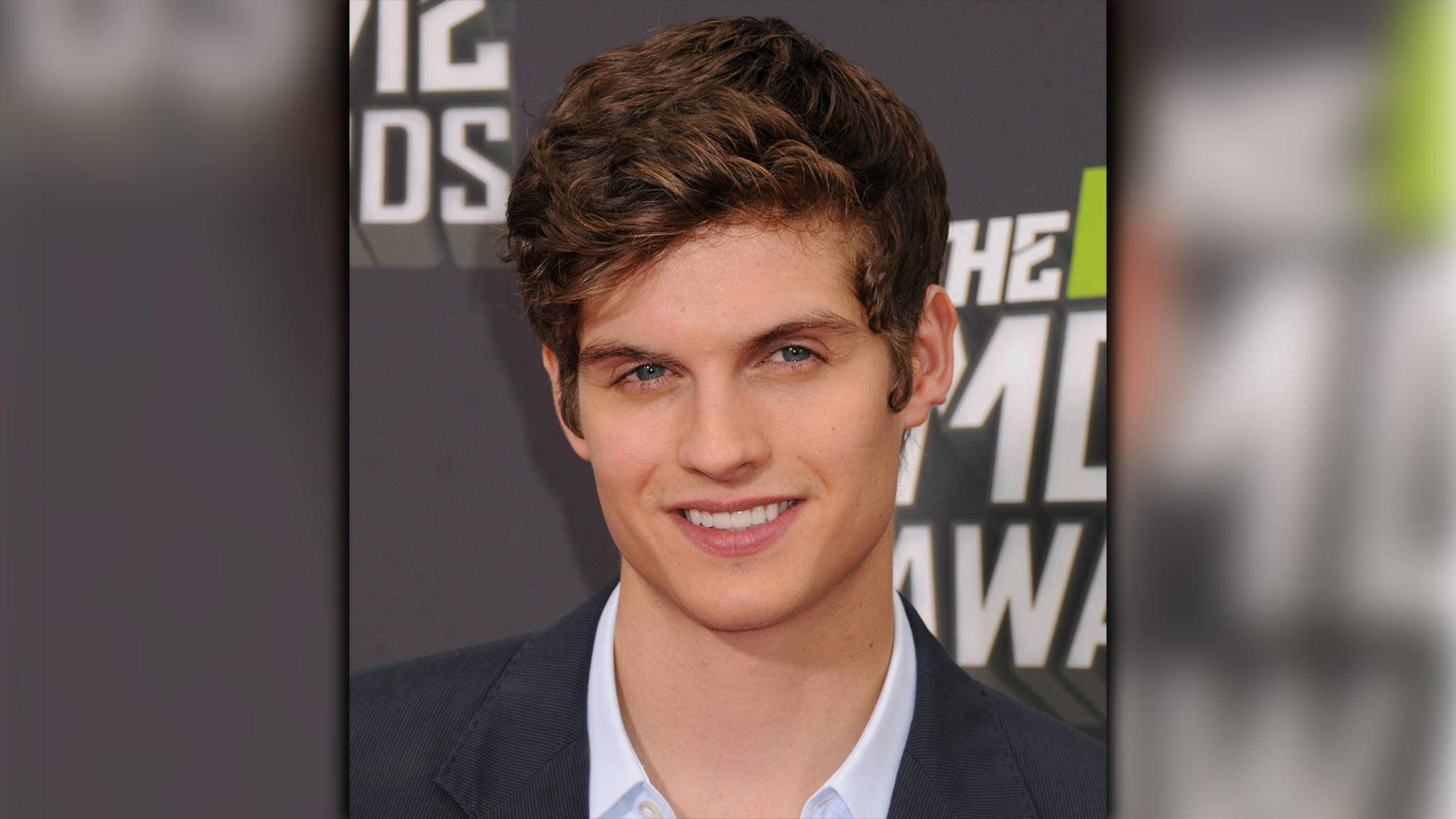 "Daniel Sharman schließt sich in Staffel 3 dem Cast von ""Fear the Walking Dead"" an."