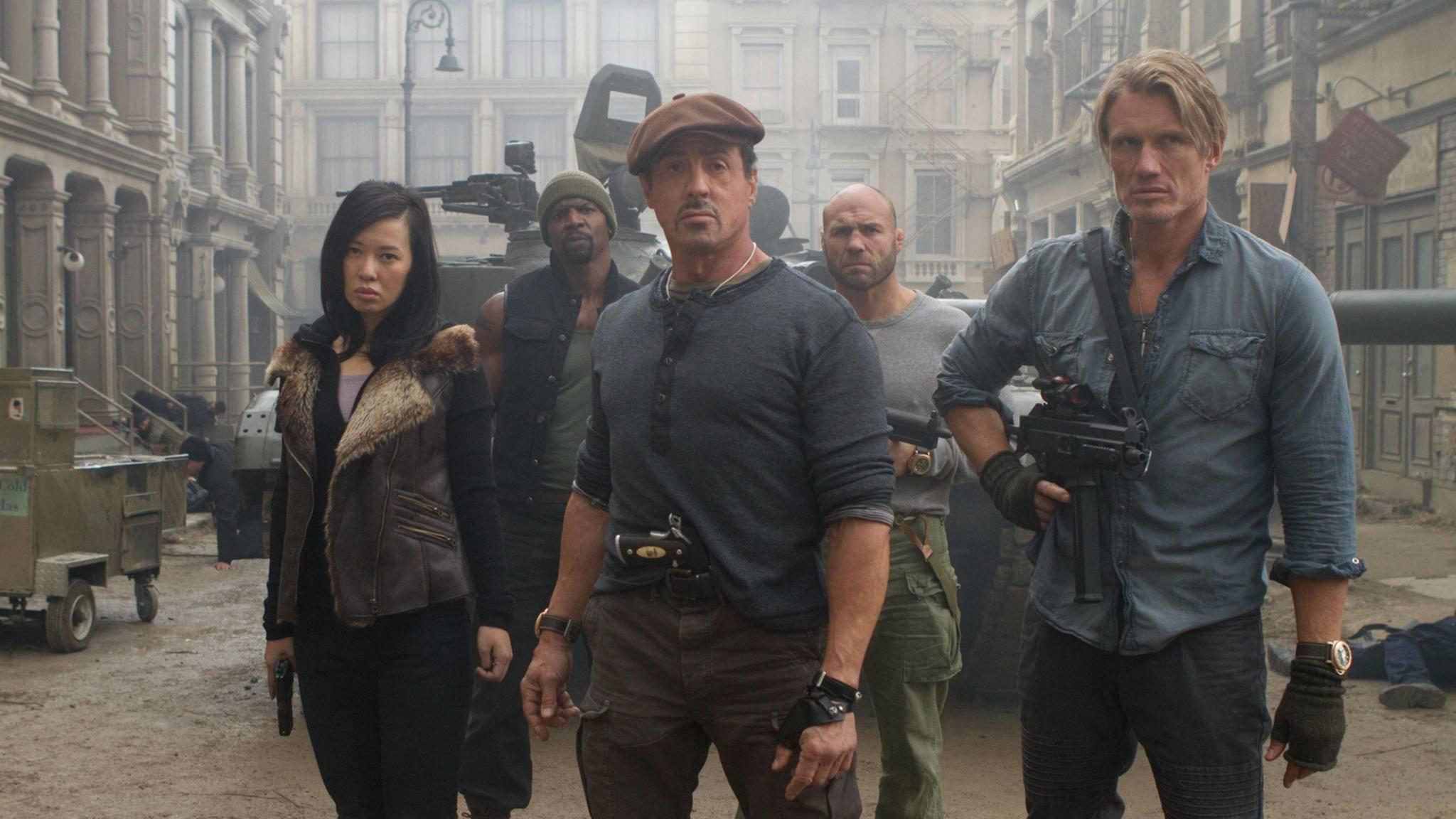 """In """"The Expendables 4"""" wieder zusammen zu sehen: Sylvester Stallone und Dolph Lundgren (Mitte und rechts im Bild)"""
