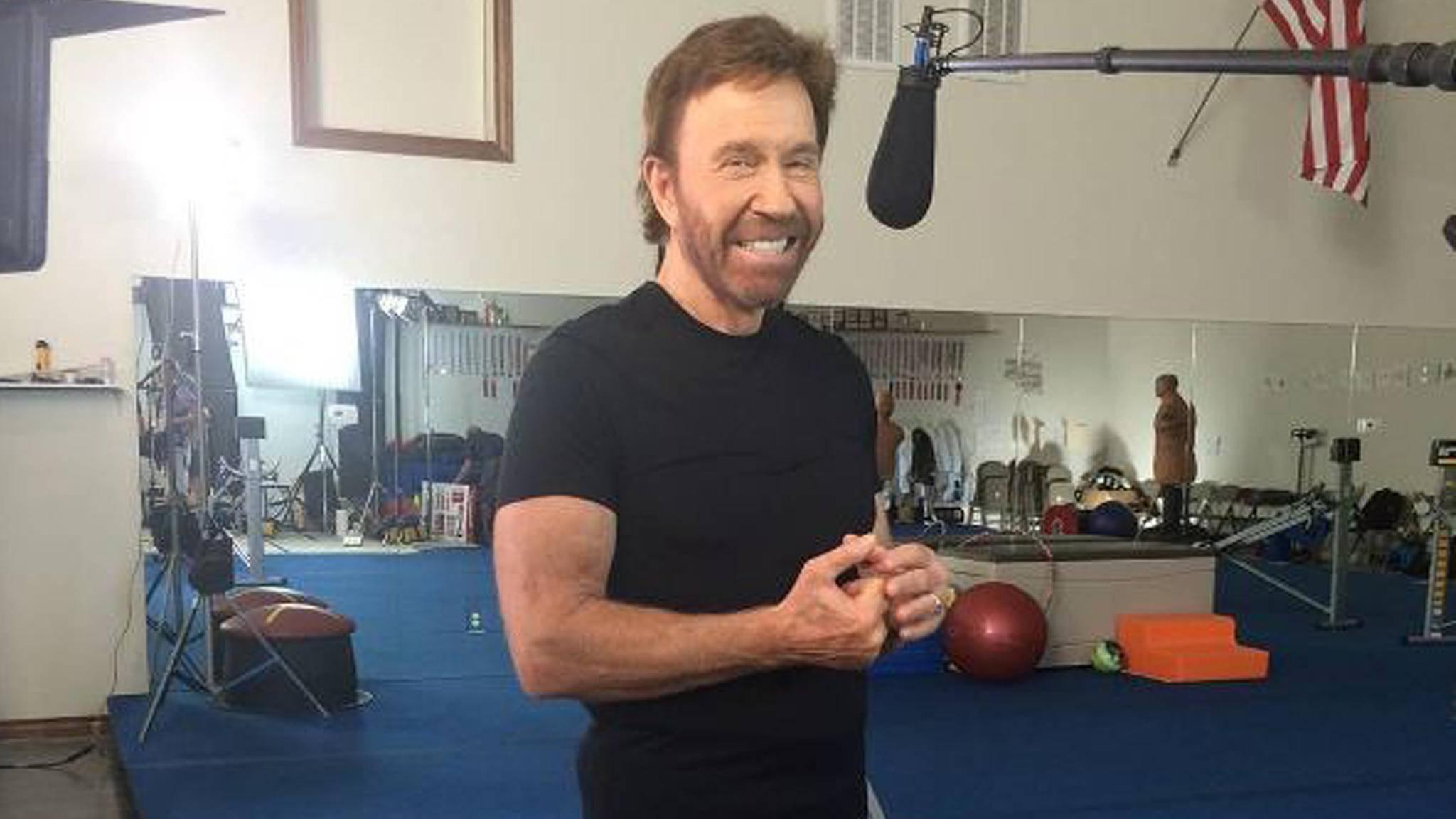 Auch mit 80 lässt Chuck Norris das Training natürlich nicht schleifen.