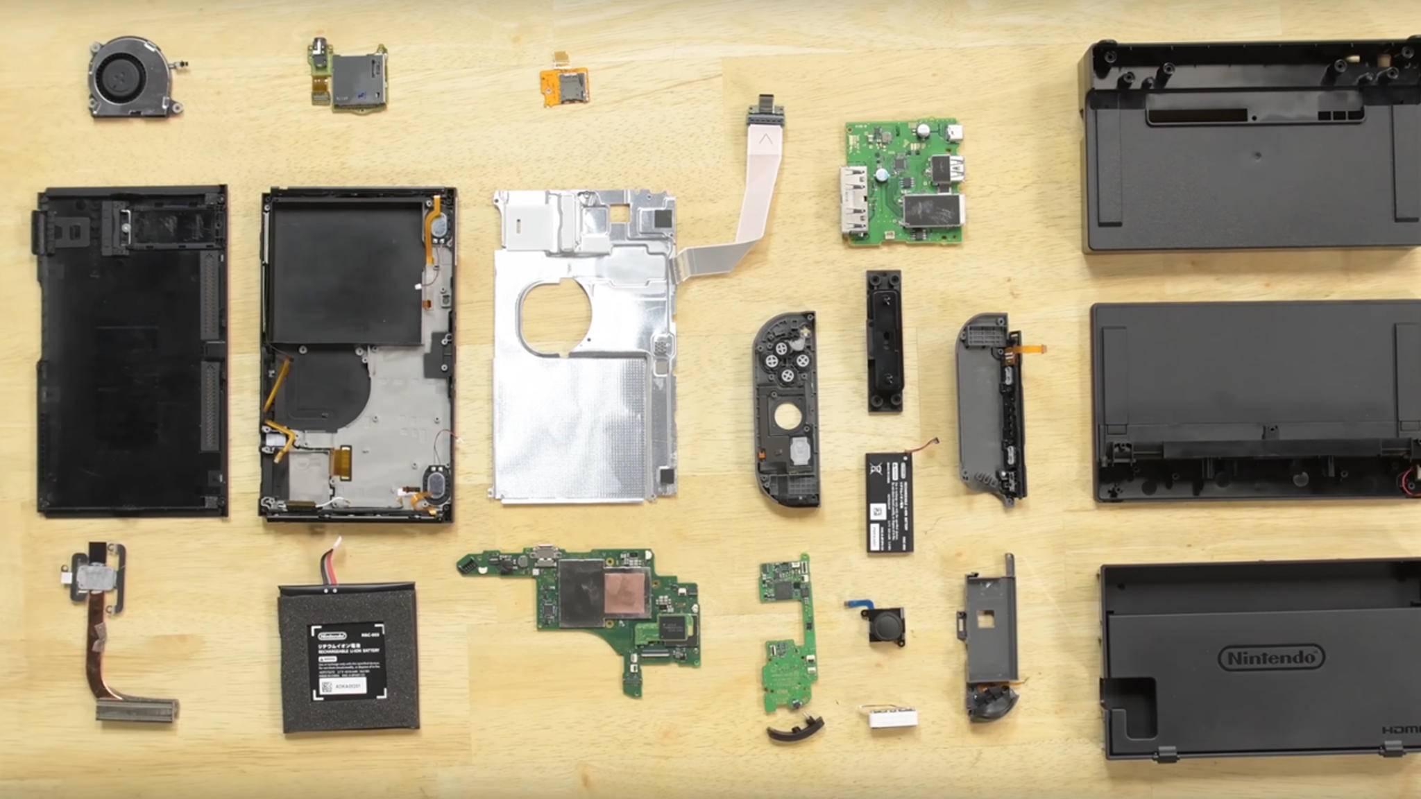 Kaum da, schon auseinandergenommen: Die Bastler von iFixit haben kein Erbarmen mit der Nintendo Switch.