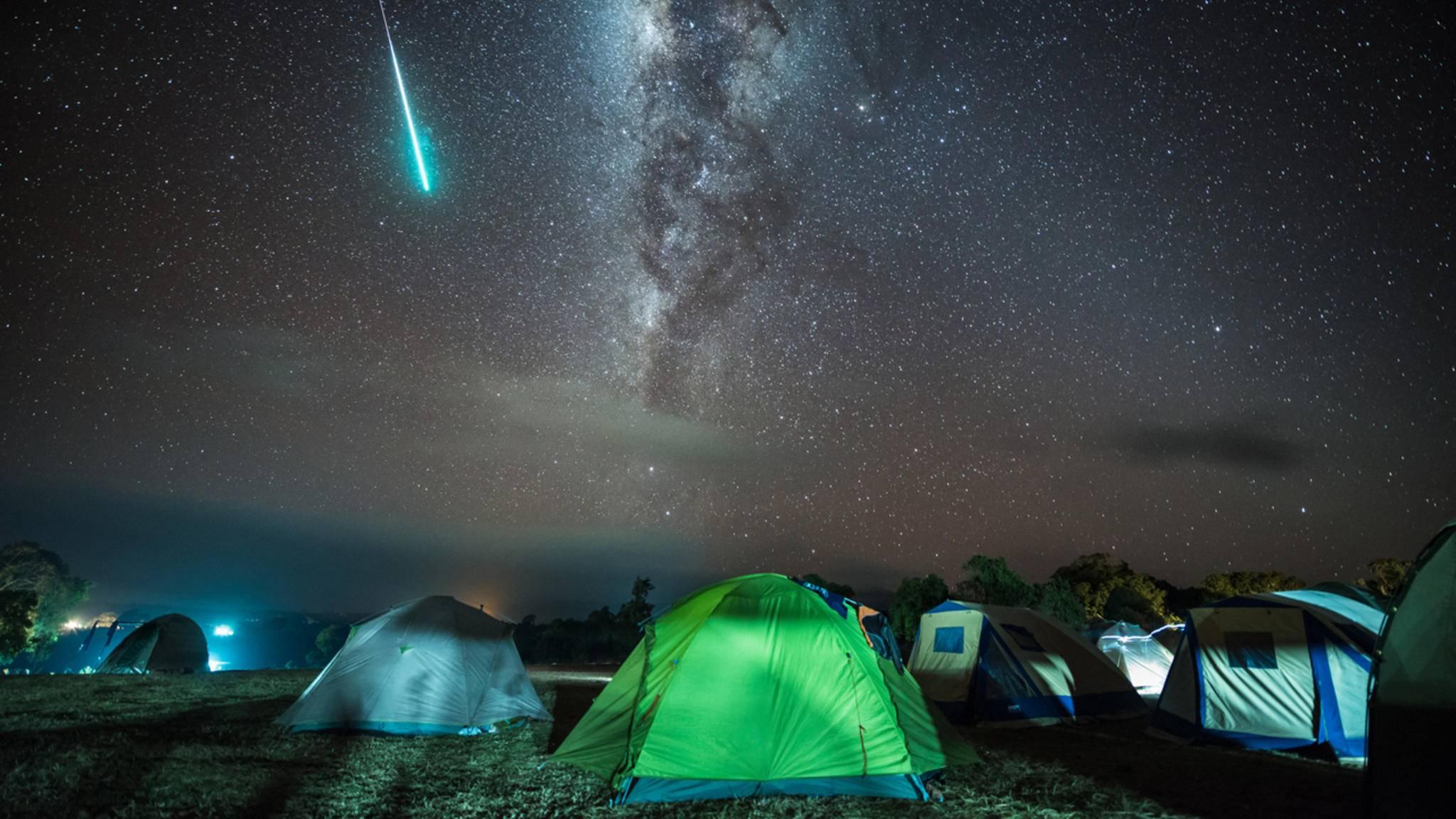 Beim Fotografieren von Sternschnuppen ist mitunter ordentlich Geduld gefragt – aber es lohnt sich!