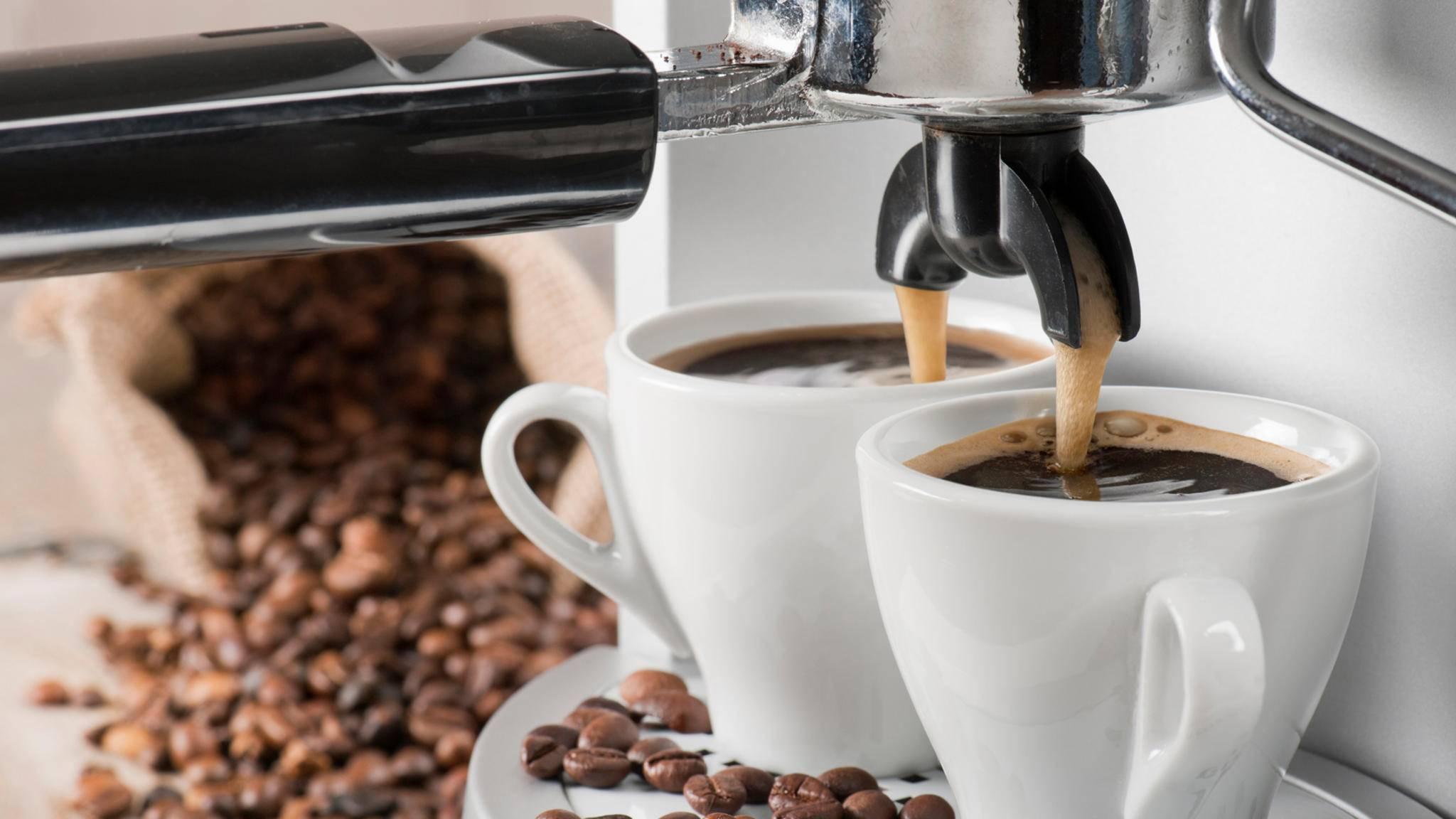 Kaffeeautomaten brühen auf Knopfdruck verschiedenste Kaffeekreationen.
