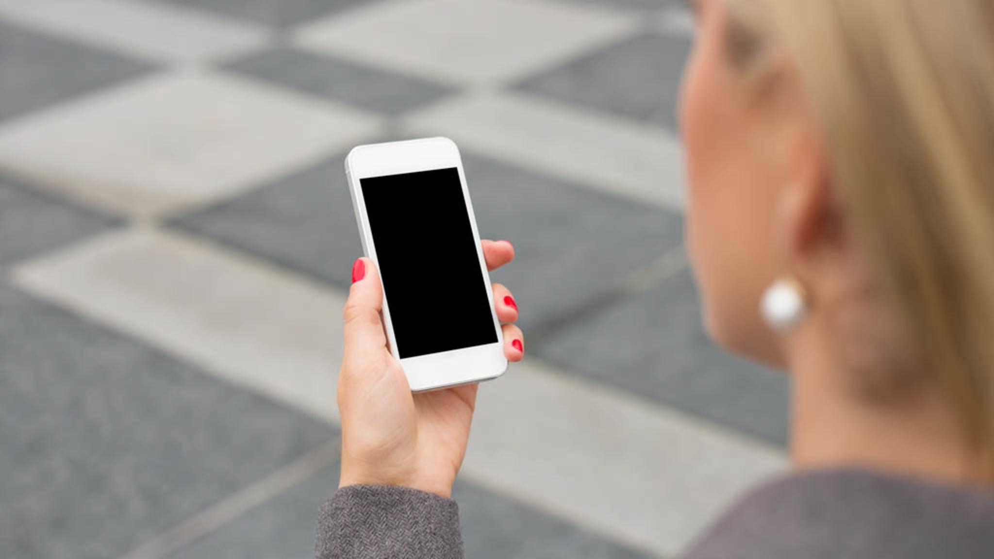 An vielen öffentlichen Orten bleibt das Smartphone besser stumm.