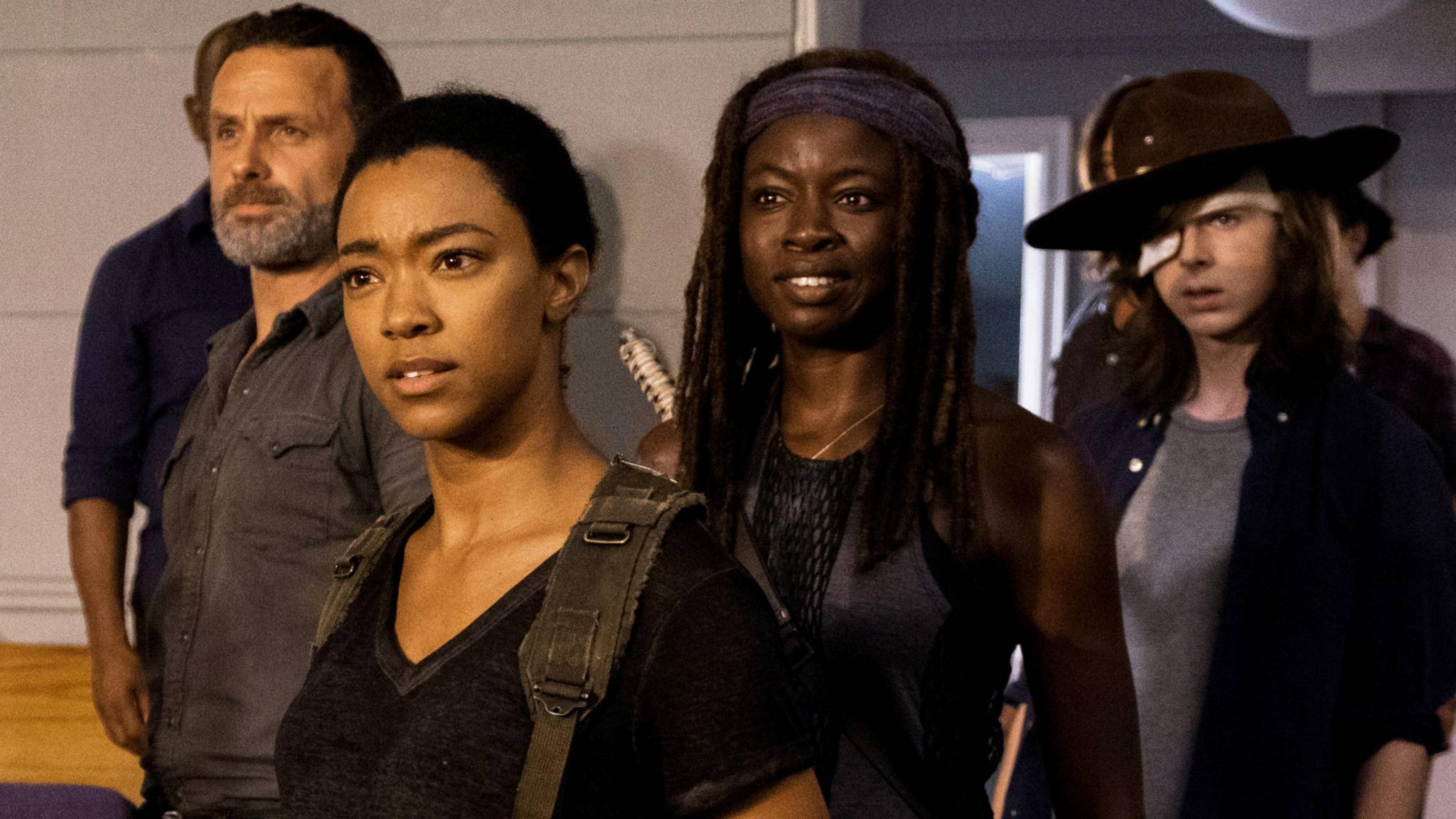 Sasha-Darstellerin Sonequa Martin-Green (zweite von links im Bild) könnte schon bald auf die Looney Tunes treffen.