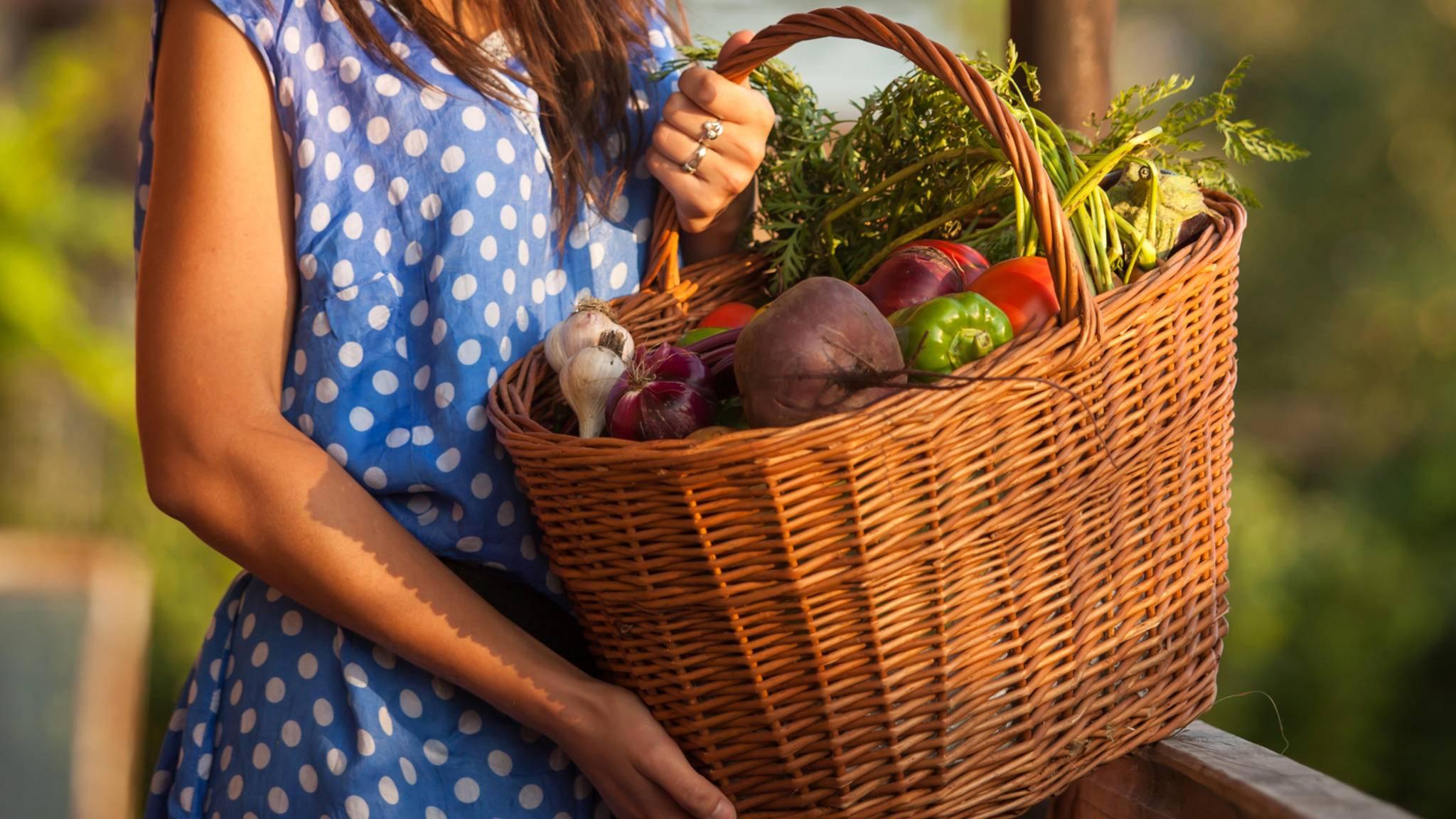 Wer Lebensmittel auf dem Markt kauft, kann Plastiktüten einsparen.
