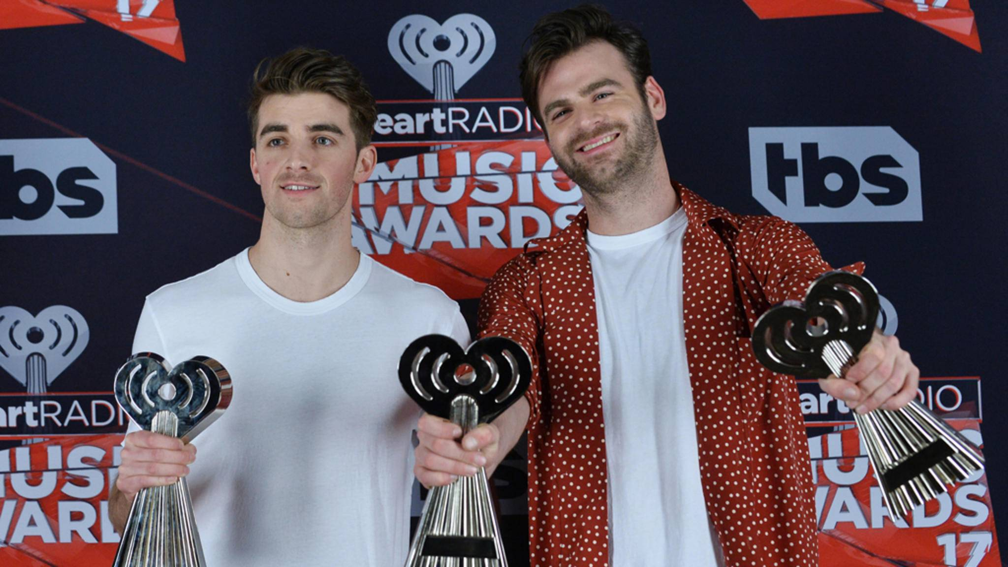 Stolze Gewinner: The Chainsmokers nach den iHeart Radio Music Awards 2017.