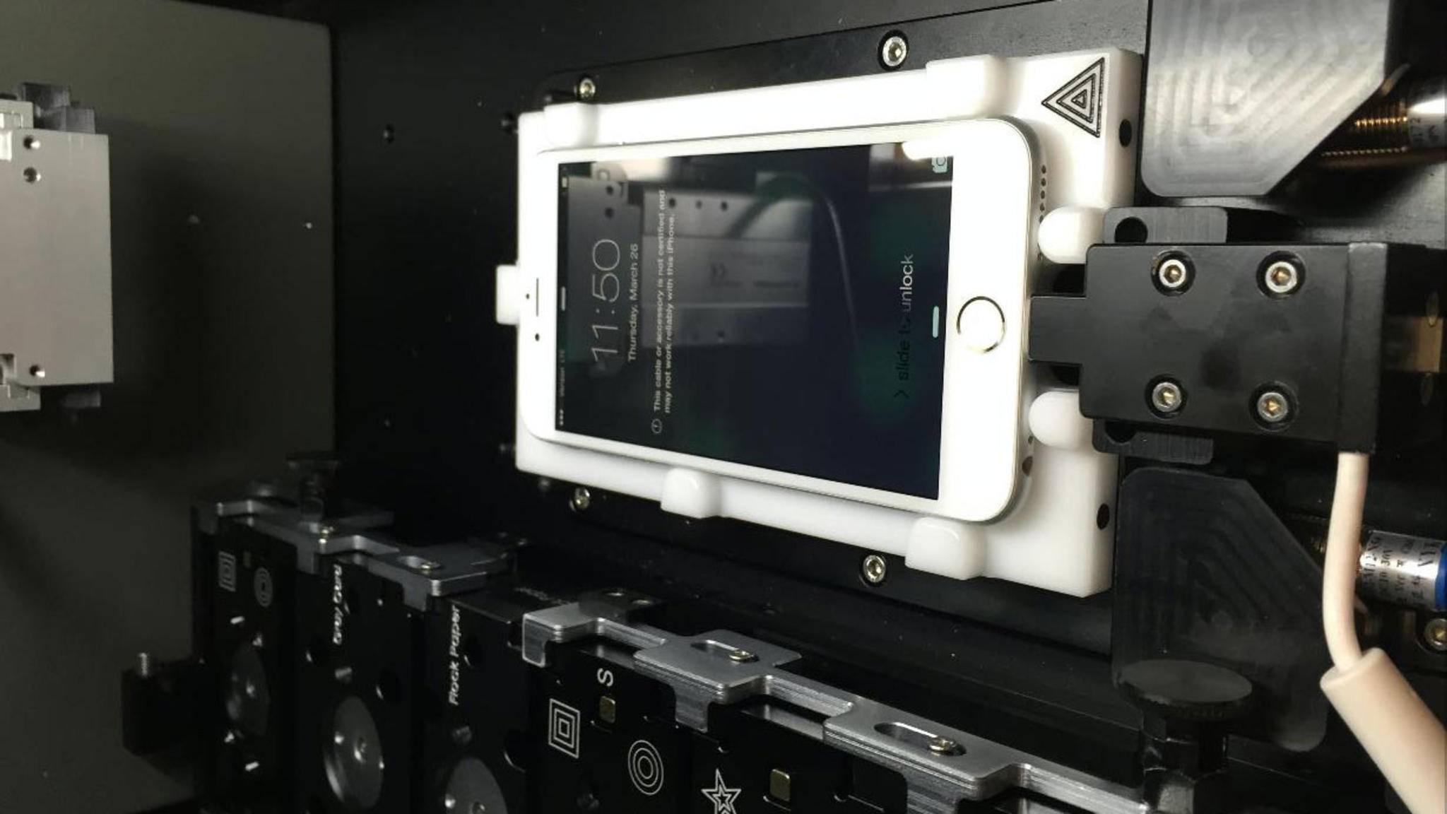 """So soll die sogenannte """"iPhone-Kalibriermaschine"""" aussehen, die in jedem Apple Store stehen soll."""