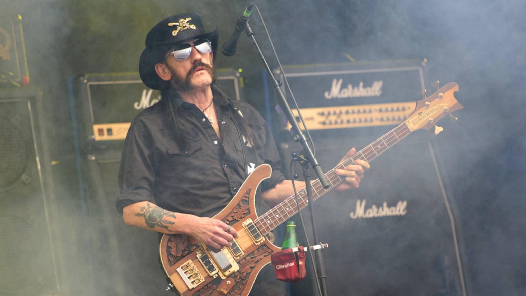 Bei Motörhead stand Lemmy Kilmister als Bassist und Sänger im Mittelpunkt. Nebenbei arbeitete er auch an einer Soloplatte.