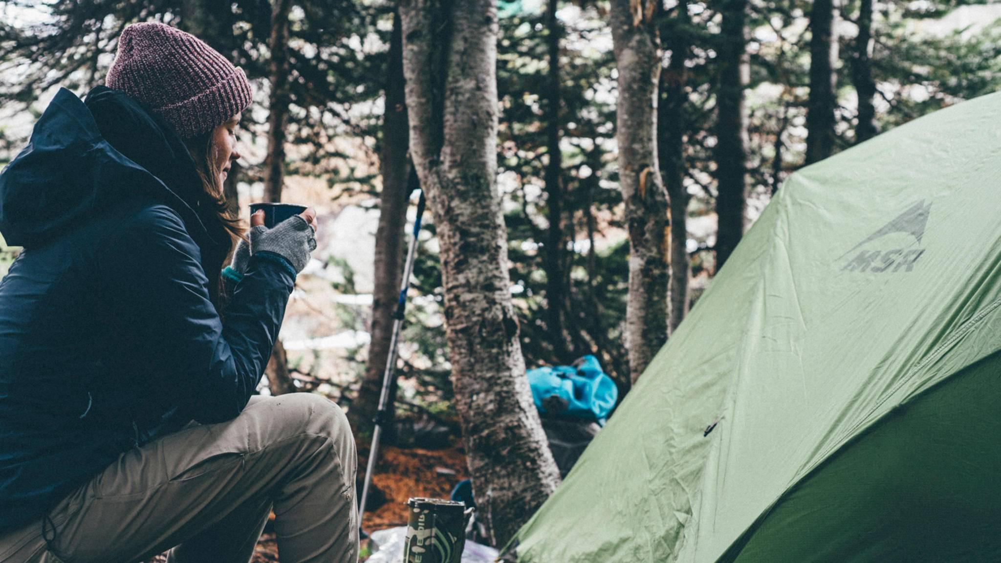 Eine heiße Tasse Kaffee im Zelt? Kein Problem!