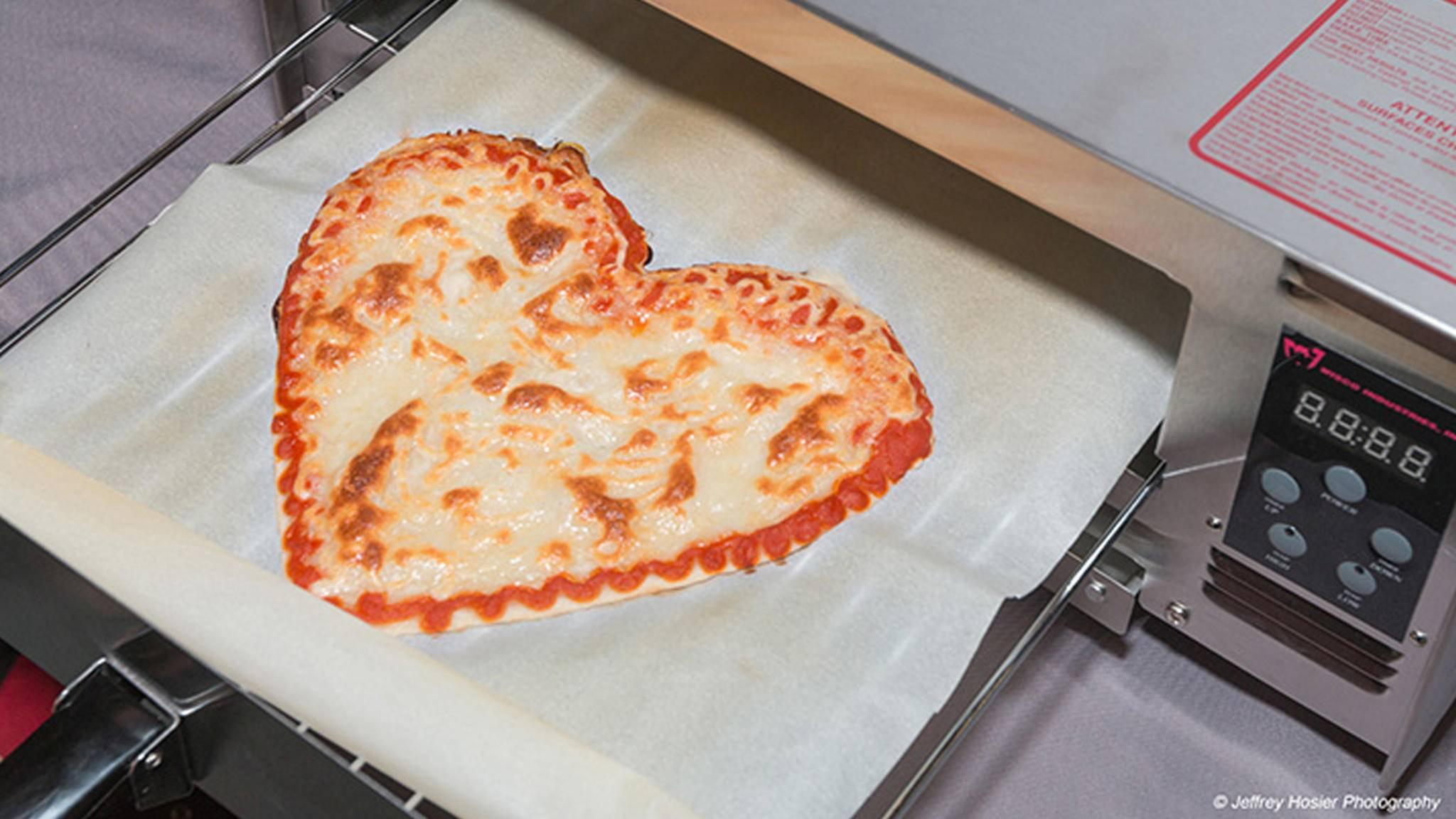 Individualisierte Pizza in allen Formen will BeeHex mit seinem 3D-Drucker produzieren.