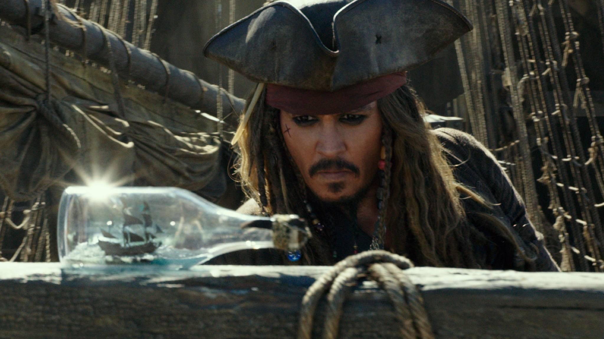 """Torkelt auch mit """"Pirates of the Caribbean 5"""" an die Spitze: Jack Sparrow (Johnny Depp)."""
