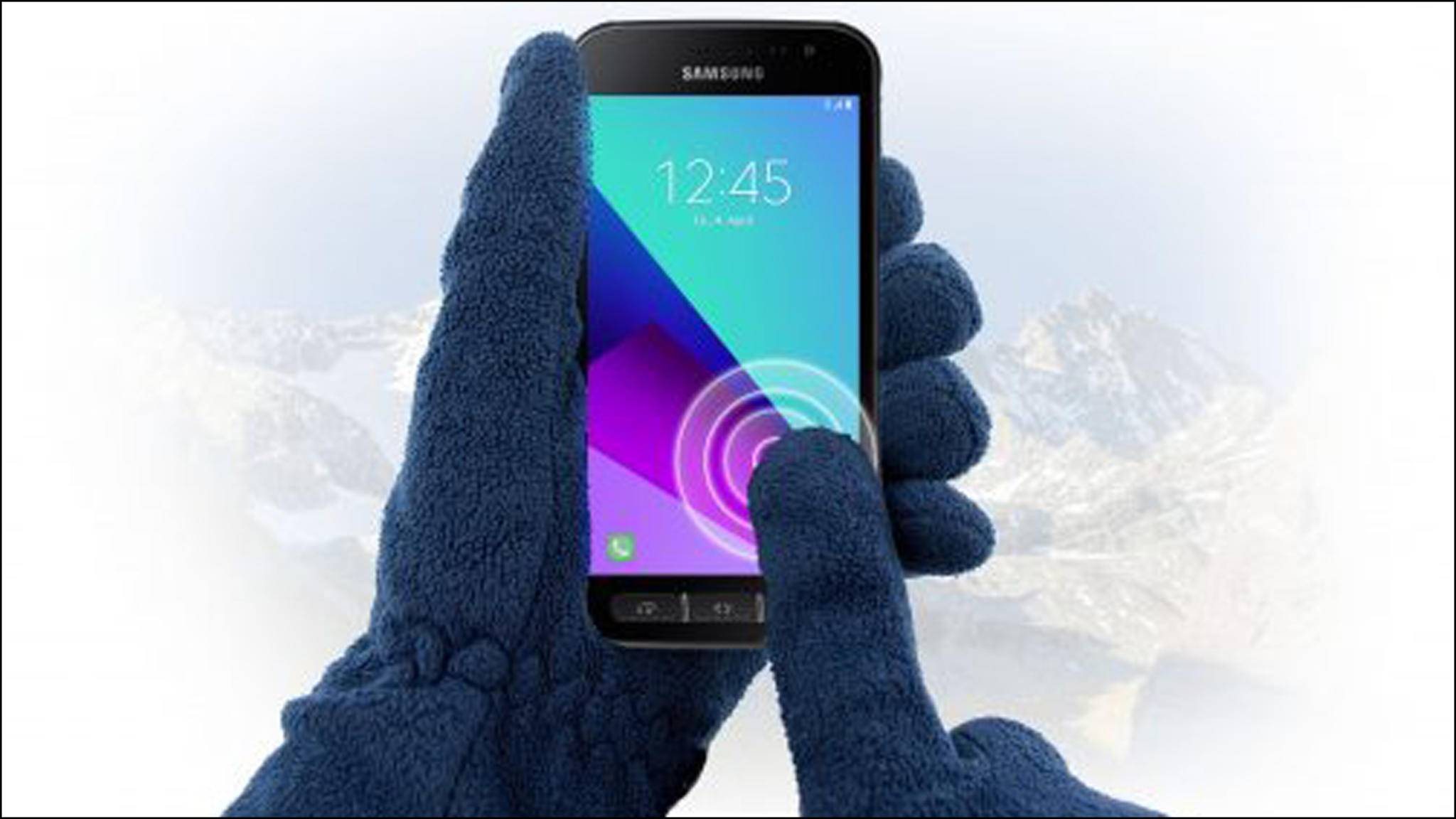 Das Samsung Galaxy Xvover 4 kann als Outdoor-Smartphone auch mit Handschuhen benutzt werden.