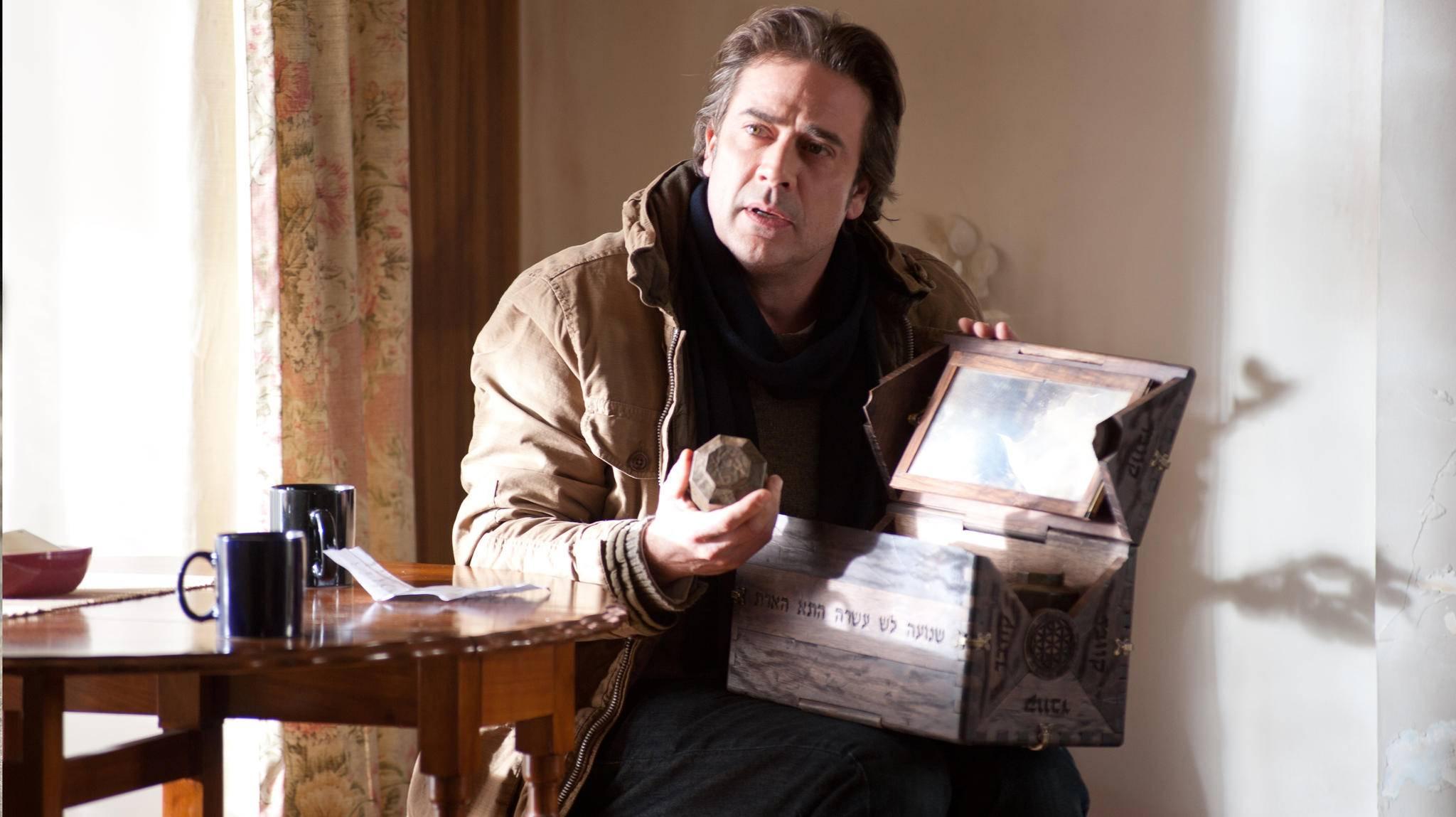 """Jeffrey Dean Morgan muss sich in """"Possession – Das Dunkle in Dir"""" mit einer verfluchten Holzkiste herumschlagen. Das Gruseligste: Die Box gibt es wirklich!"""