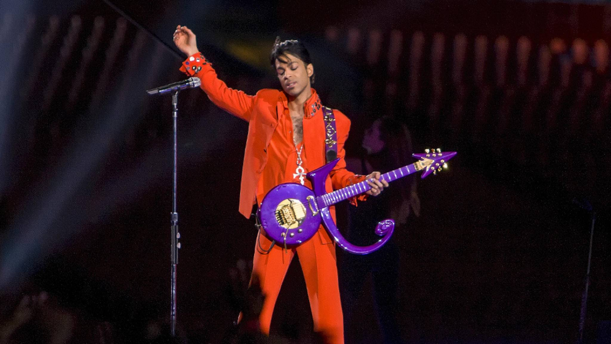 Ein Jahr nach dem Tod von Prince gibt es neue Musik von der Rock-Legende.