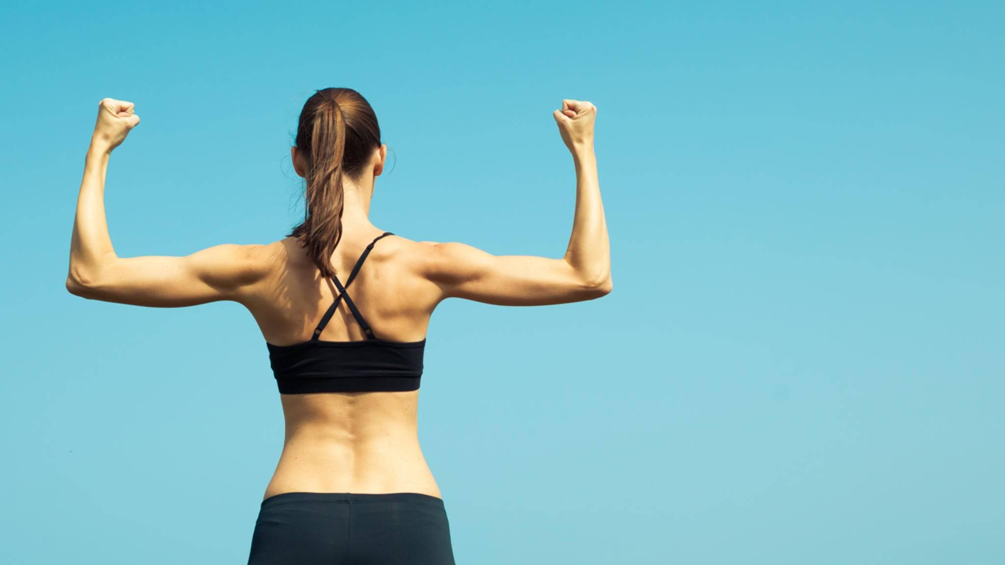 Starke Arme und schöne Schultern ziehen gerade im Sommer alle Blicke auf sich.