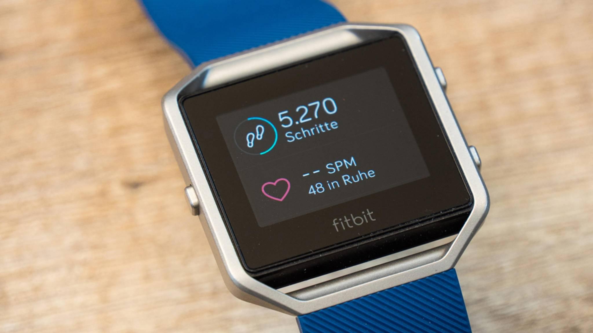 Die erste Fitbit-Smartwatch soll der Fitbit Blaze in Sachen Optik sehr ähnlich werden.