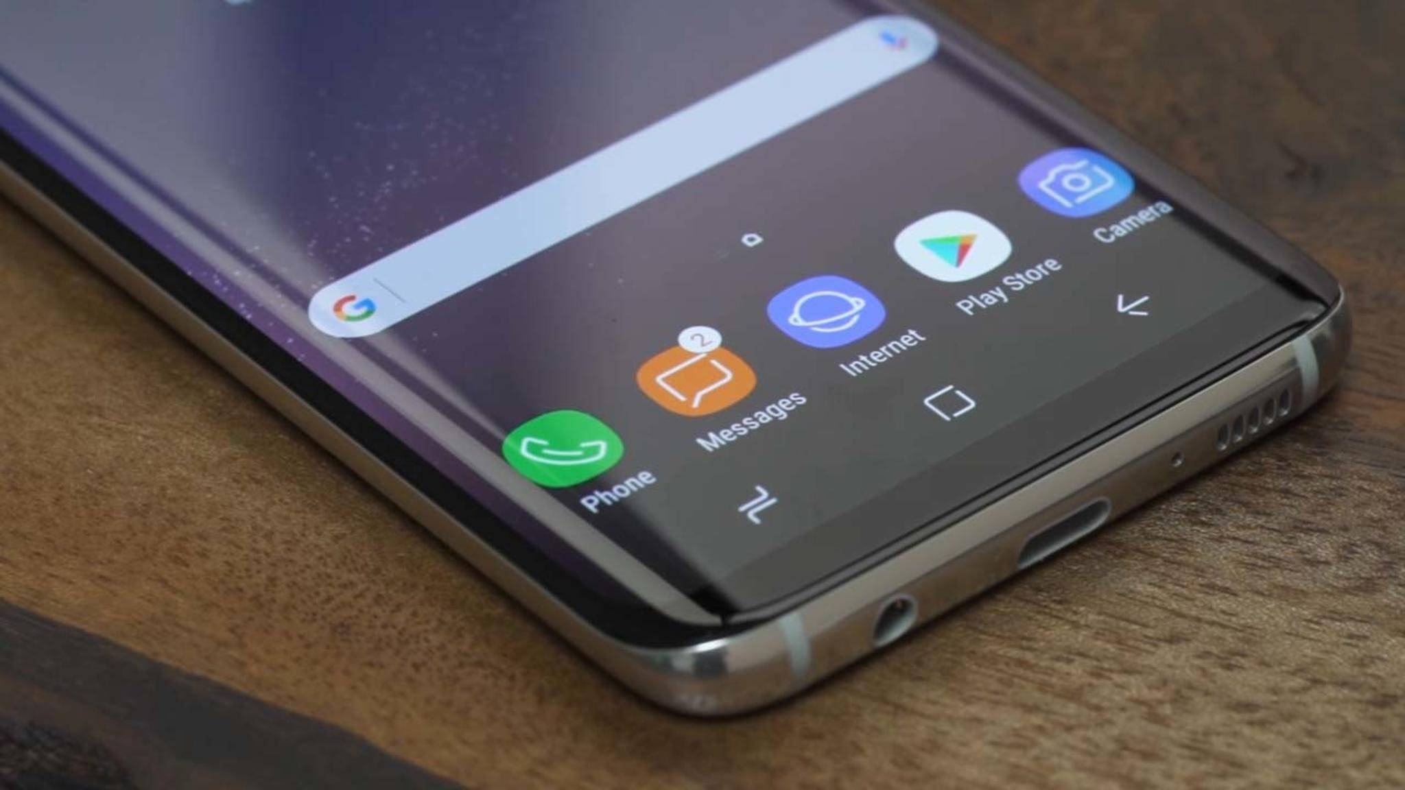 Das Galaxy S8 besitzt keinen physischen Home-Button mehr – daher bringt die Nutzeroberfläche drei On-Screen-Buttons mit.
