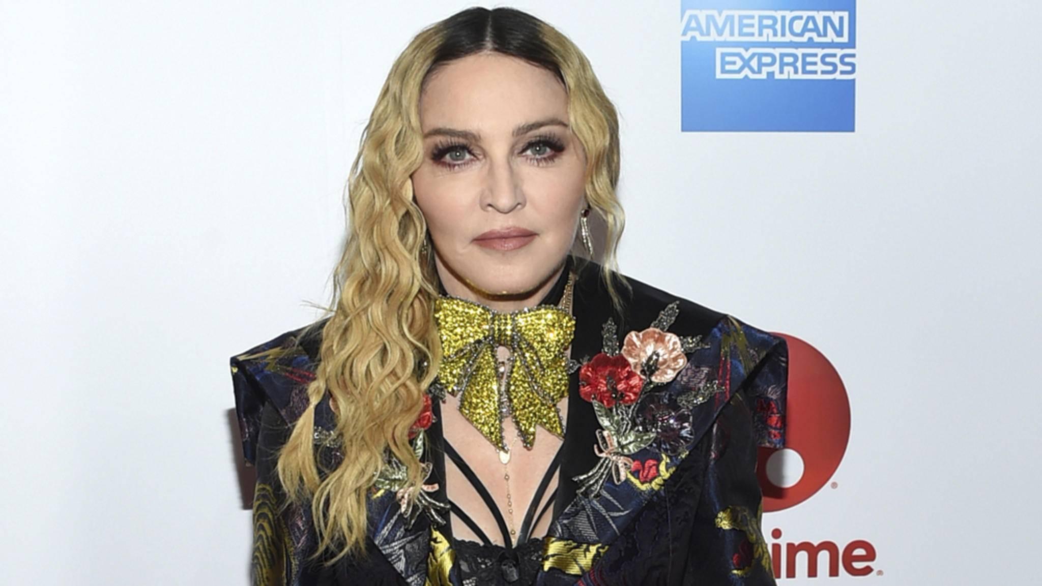Niemand außer ihr selbst könne ihre Geschichte erzählen, ärgert sich Madonna über das Biopic.