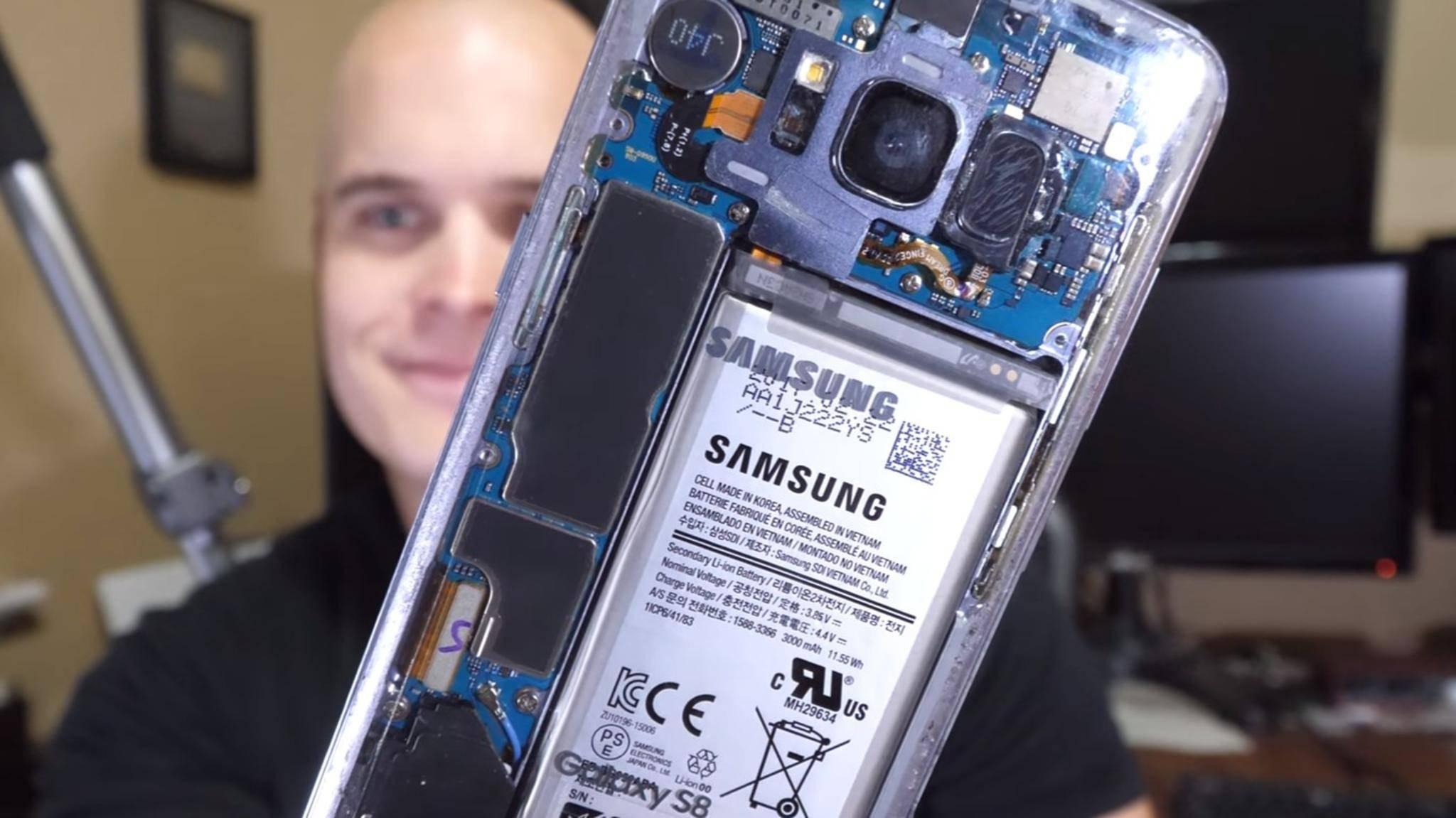 Eine vollkommen durchsichtige Glasrückseite spendierte YouTuber JerryRigEverything dem Galaxy S8.