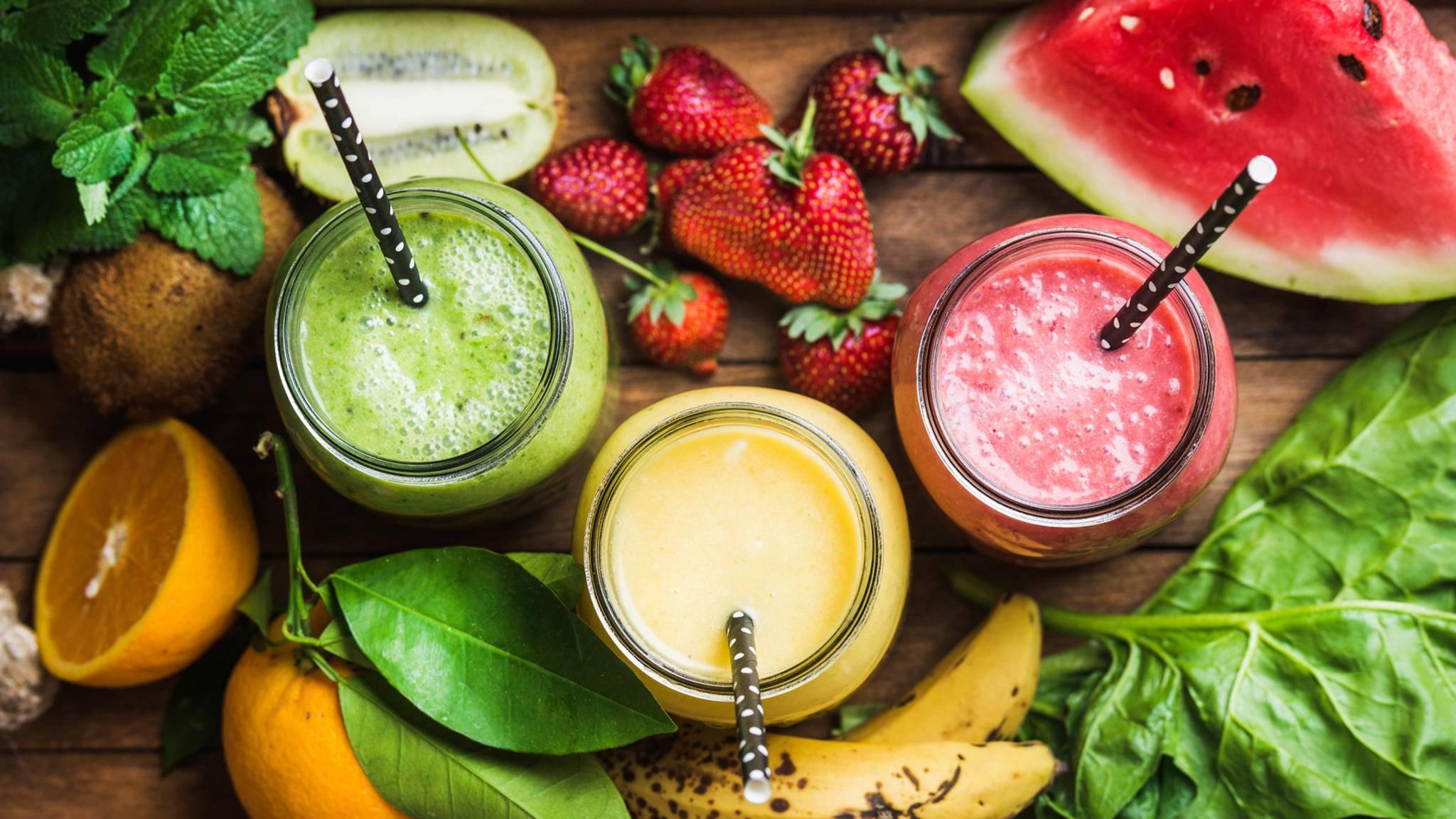 Kunterbunt und mit wenig Kohlenhydraten: Low-Carb-Smoothies.