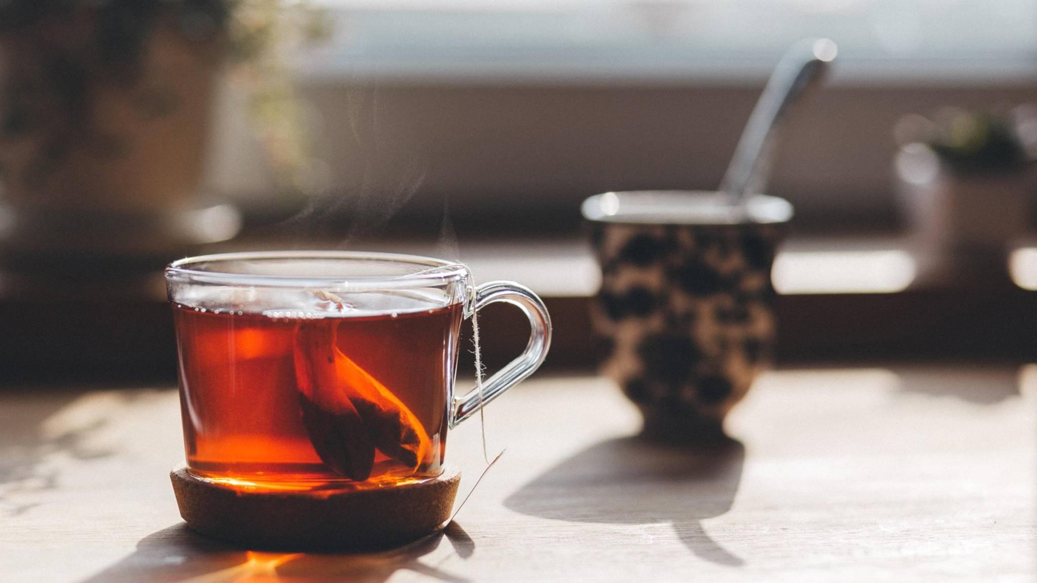 Tee ist eine Wohltat, die durch das Erwärmen in der Mikrowelle noch verbessert werden kann.