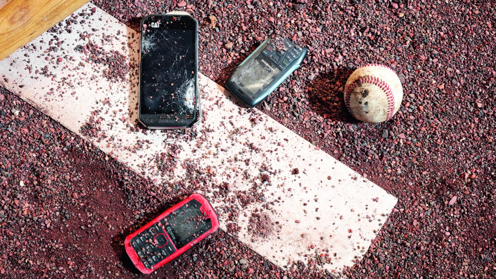 TURN ON hat Outdoor-Handys verschiedenen Härtetests unterzogen.