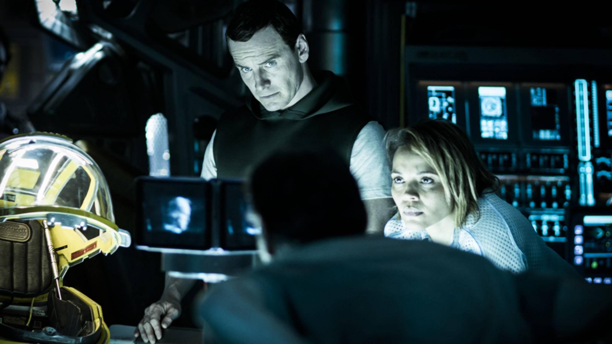 """Michael Fassbender in seiner Doppelrolle als Androiden-Duo wollten am ersten Wochenende weniger """"Alien: Covenant""""-Zuschauer als gedacht sehen."""