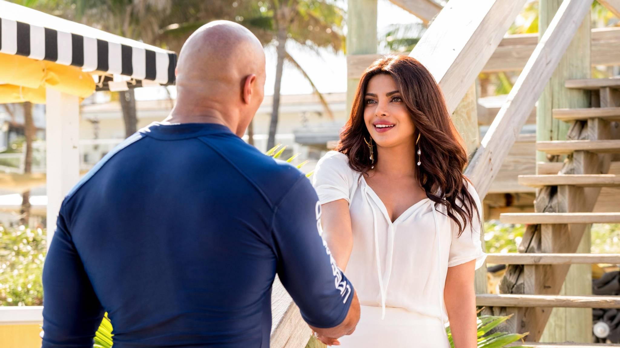 """""""Hi, ich bin die Neue!"""" – """"Baywatch""""-Star Priyanka Chopra-Jonas dreht jetzt einen Netflix-Film."""