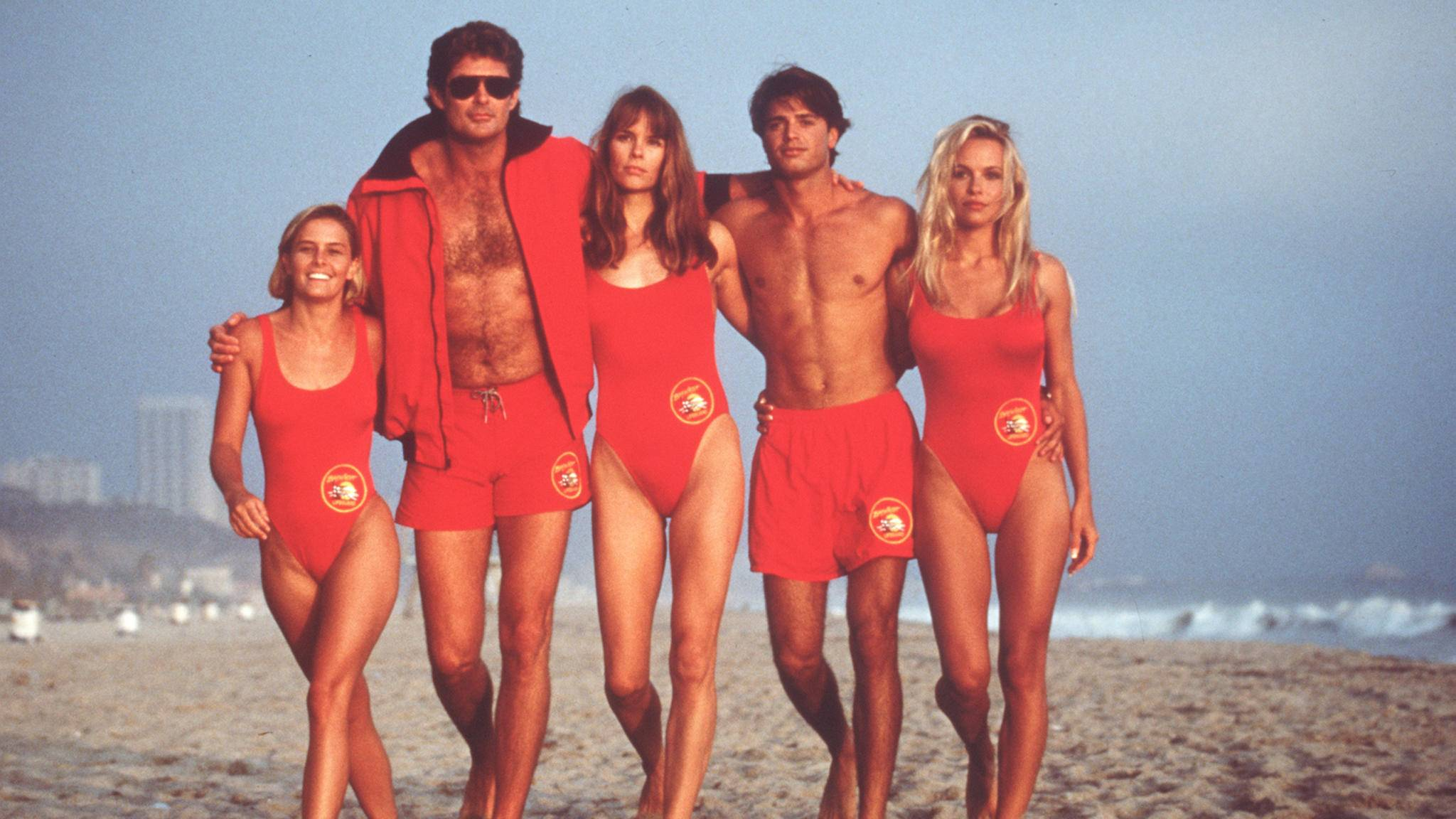 """Sie waren die TV-Helden der 90er – in diesem Jahr kehrt """"Baywatch"""" mit einem Kino-Remake zurück."""